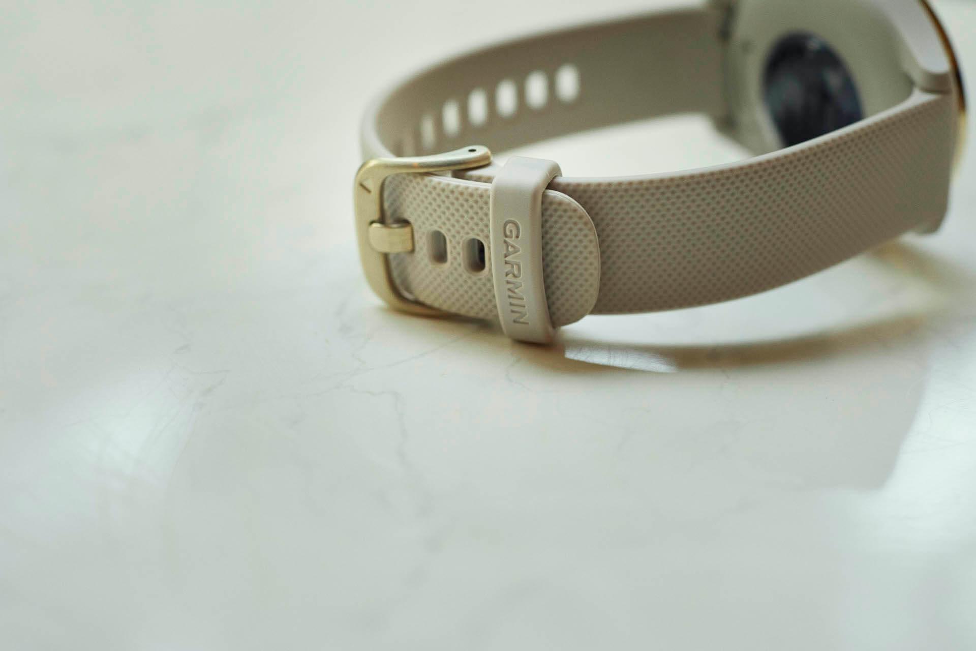 emmi×Garmin スマートウォッチ「vívomove 3S」の別注モデルが登場!ベージュとゴールドの洗練されたカラーリング lf200525_emmi_garmin_smartwatch_04