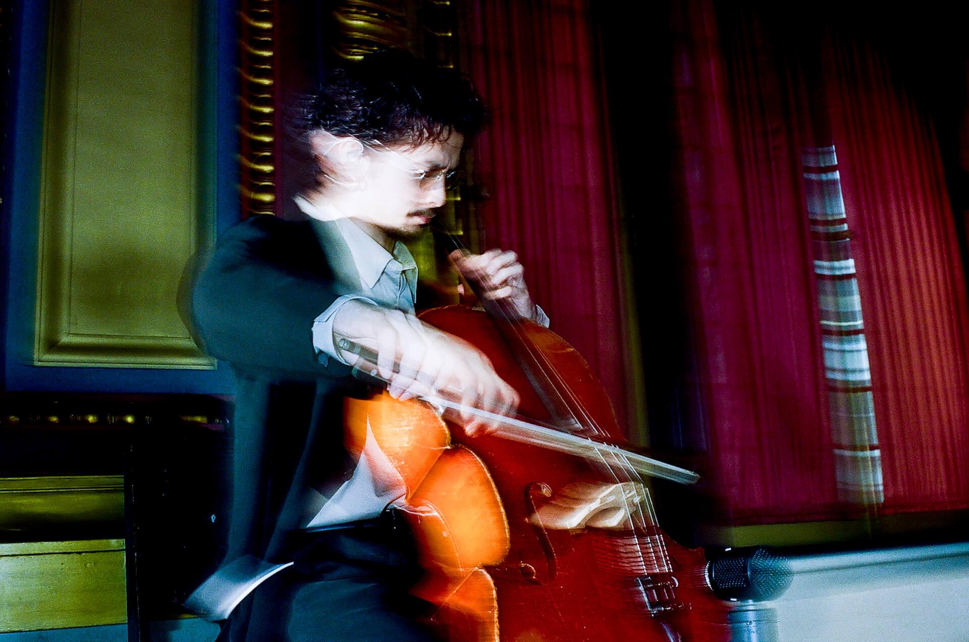 King Gnu常田大希が敢行したN.HOLLYWOODのNYコレクションでのチェロ演奏がアナログ盤でリリース決定! music200529_tsunetadaiki_2