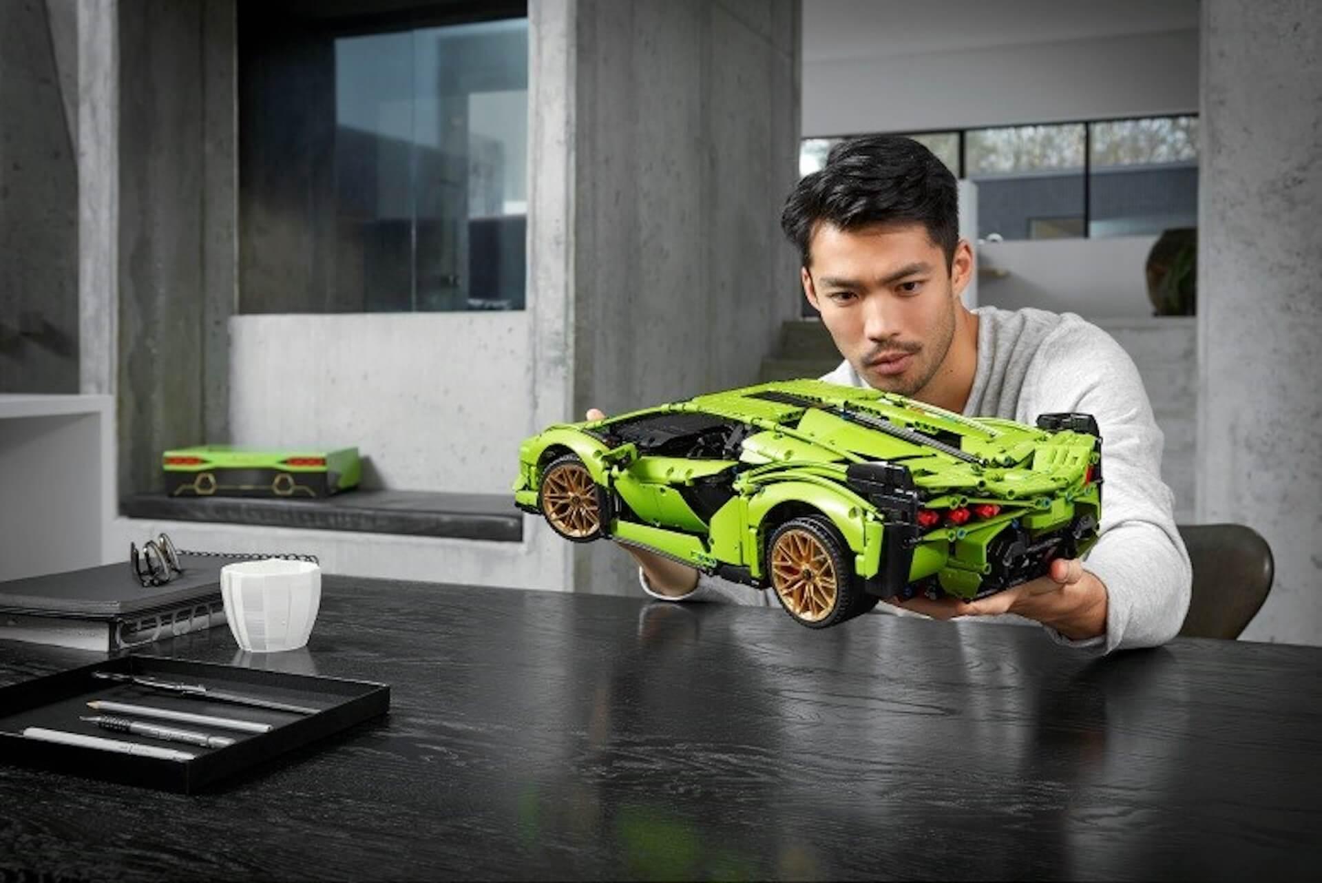 1/8スケールの『レゴ(R)テクニック ランボルギーニ シアンFKP 37』が登場!エンジン、ホイール、車内まで忠実に再現 ac200529_lego_lamborghini_04