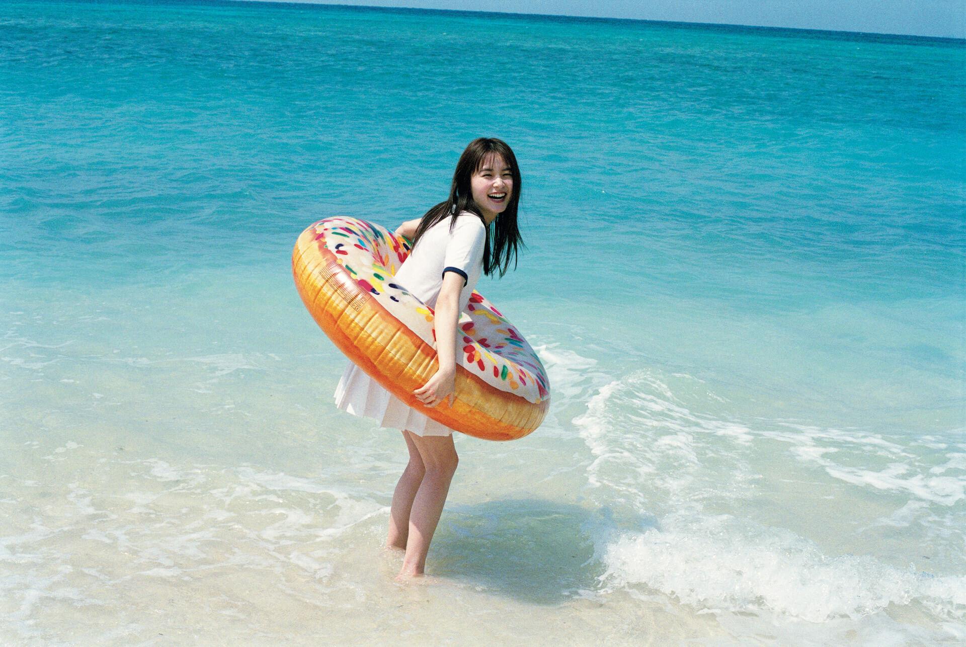 水着姿の久間田琳加があどけない笑顔で魅せる!『週刊プレイボーイ』で16ページ大特集&DVDも付属 art200603_kumadarinka_3