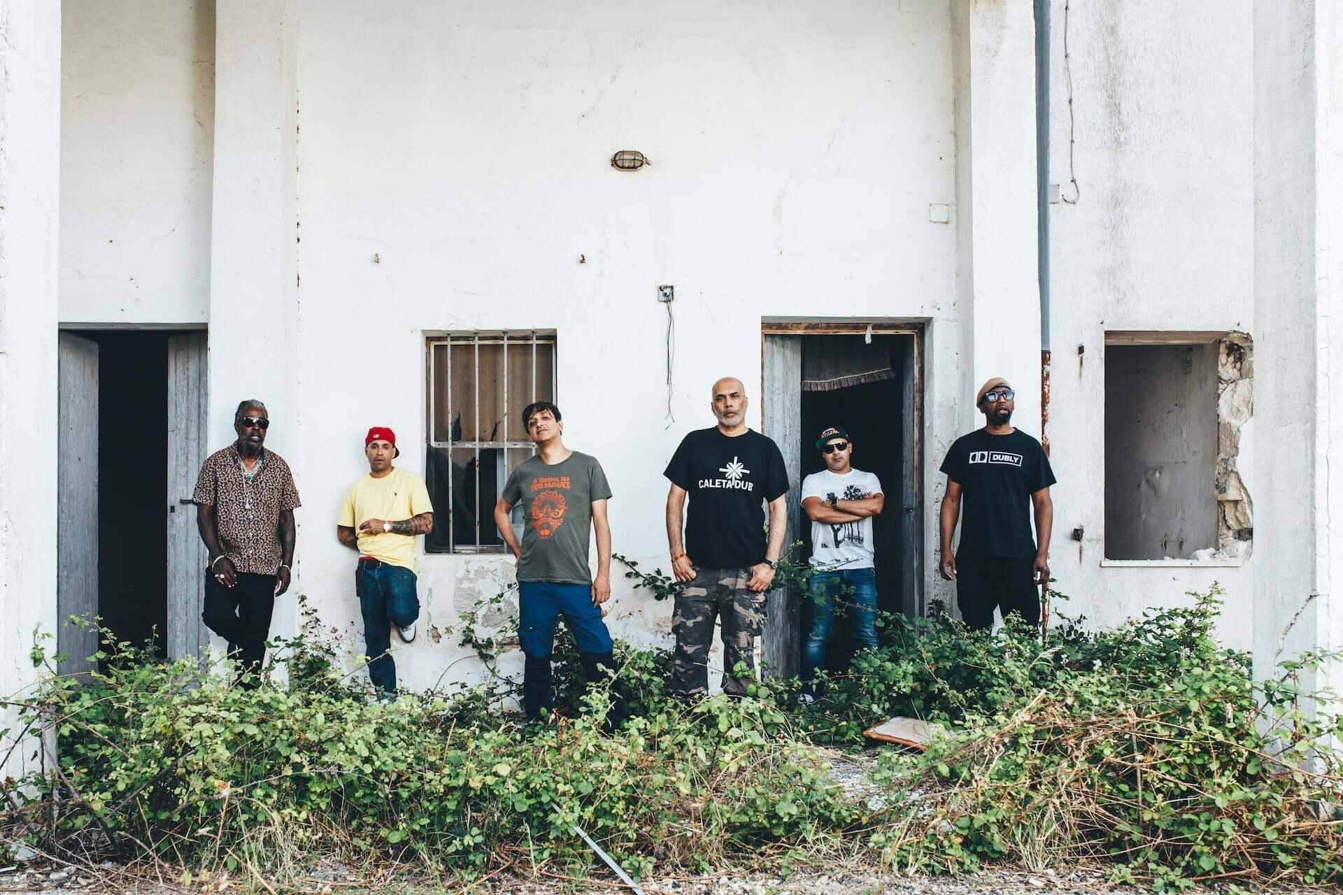 """Asian Dub Foundationが先週リリースしたばかりの最新作『Access Denied』より""""Swarm""""のMVを公開! music200605_asiandubfoundation_01-1920x1280"""