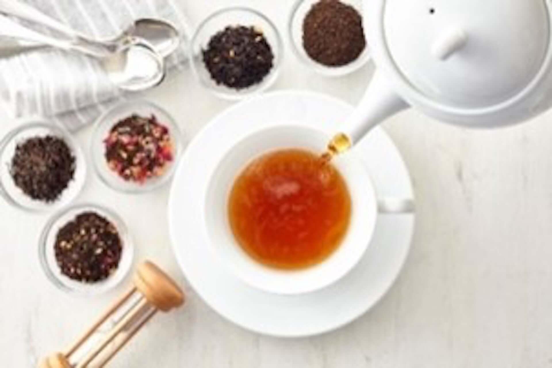 ファミリーマートにふわふわのシフォンとホイップがたまらない『紅茶のシフォンサンド』が登場!Afternoon Teaが監修 gourmet200610_familymart_teachiffonsand_02-1920x1278