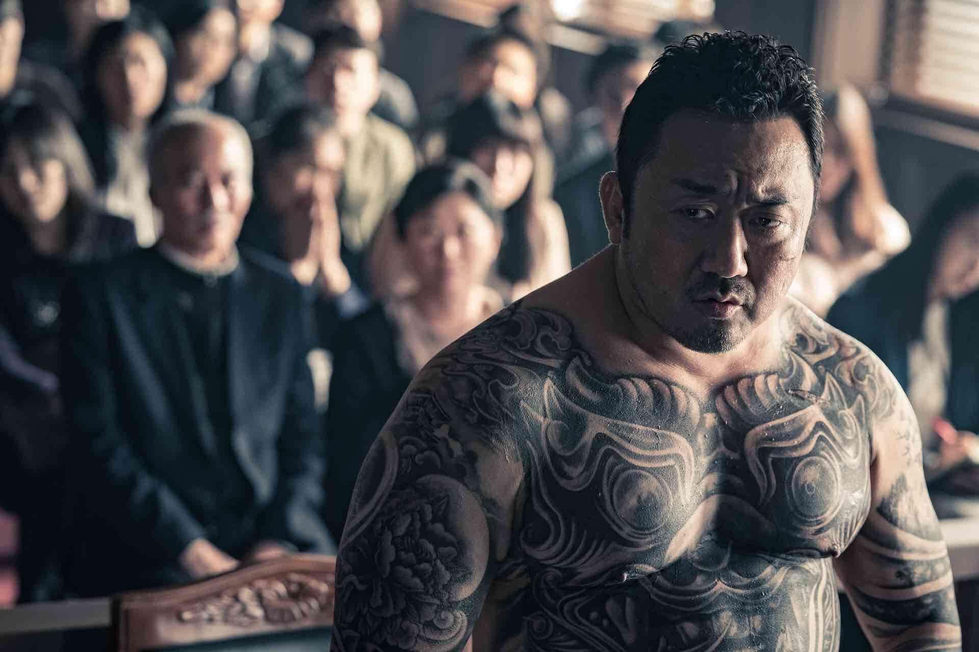 隣の席にマ・ドンソク現る!異例の大ヒットを遂げた韓国映画『悪人伝』のソーシャルディスタンスパネルが劇場に設置決定 film200619_akuninden_5-1920x1280