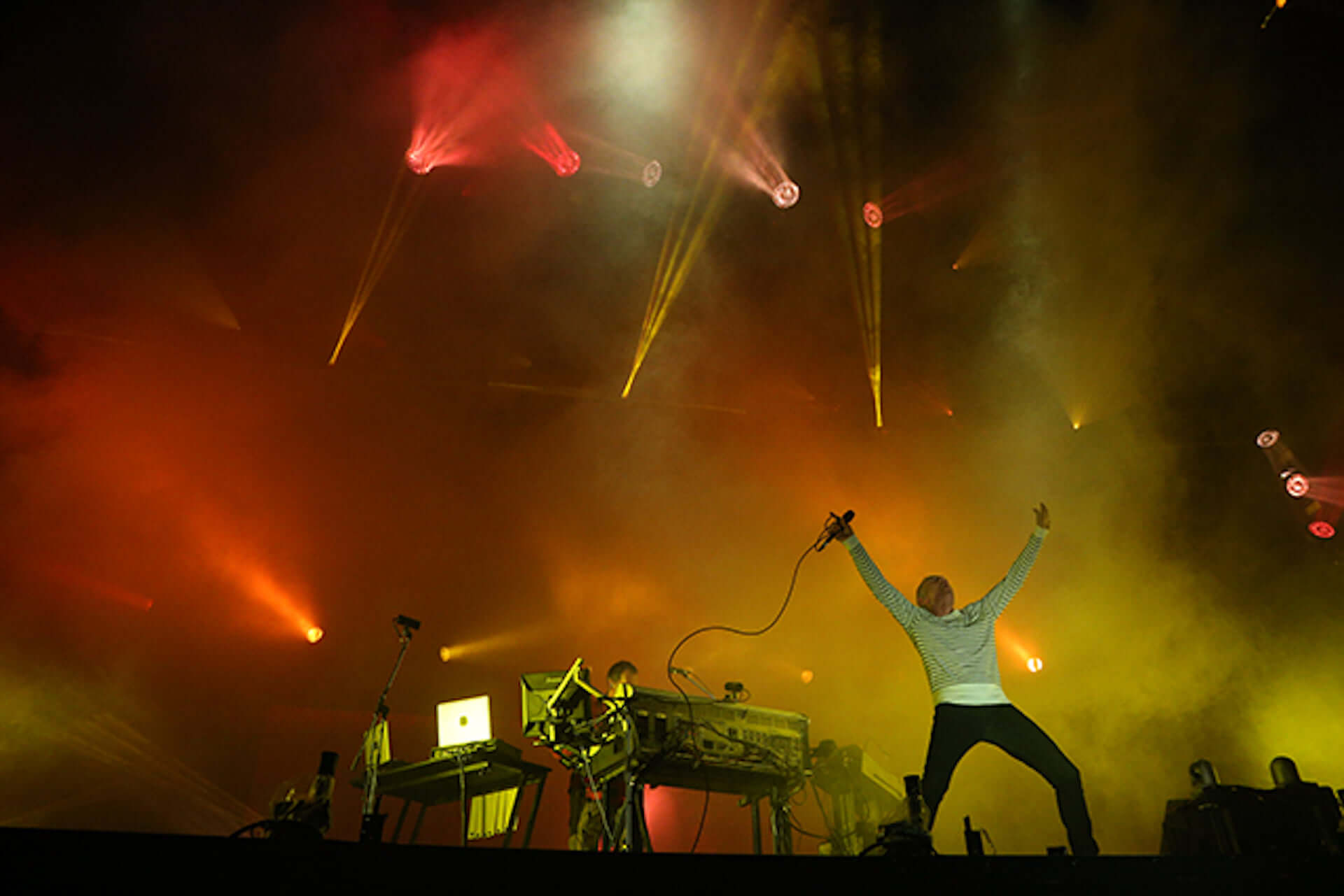 Underworldの伝説のステージ<SUMMER SONIC 2016>の記録映像が明日配信!当時のライブレポートが公開&公式Tシャツが復刻決定 music200626_underworld_9-1920x1281