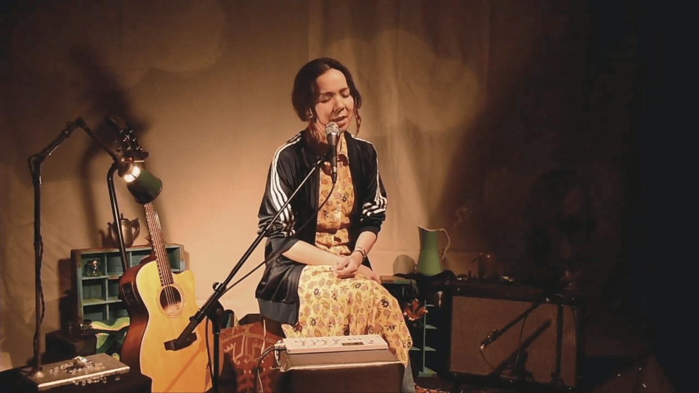 Interview:逆境のライブハウスがあえて取り組む「ワクワクする音楽体験の創造」とは|青山月見ル君想フ店長 タカハシコーキ interview200501_moonromantic_2-1440x810