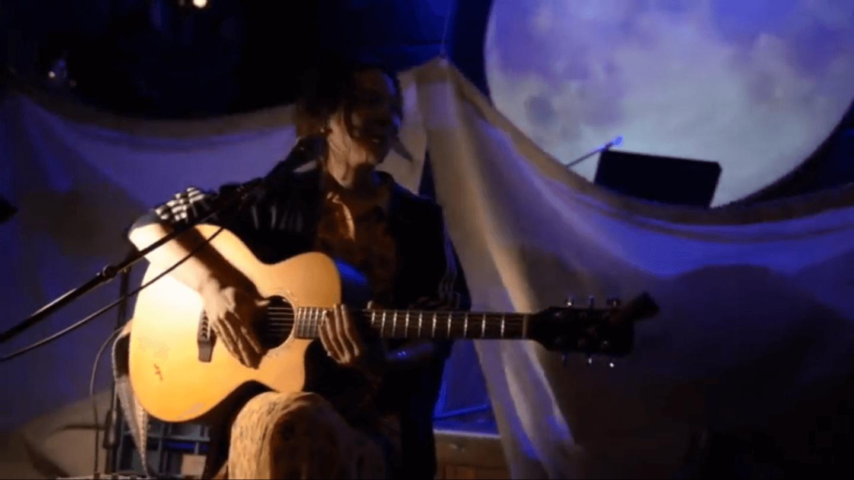 Interview:逆境のライブハウスがあえて取り組む「ワクワクする音楽体験の創造」とは|青山月見ル君想フ店長 タカハシコーキ interview200501_moonromantic_3-1440x810
