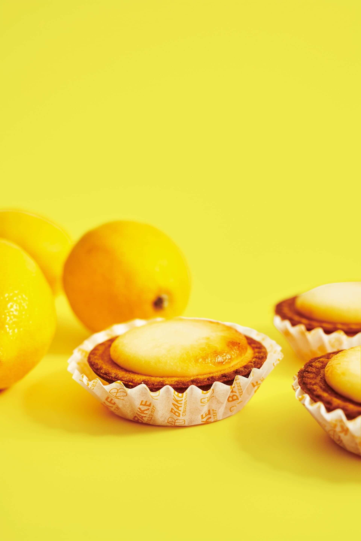 BAKE CHEESE TARTから冷やして美味しい夏季限定商品『冷やしプリンチーズタルト』と『瀬戸内レモンチーズタルト』が発売決定! gourmet200728_bake-cheesetart_4-1920x2880