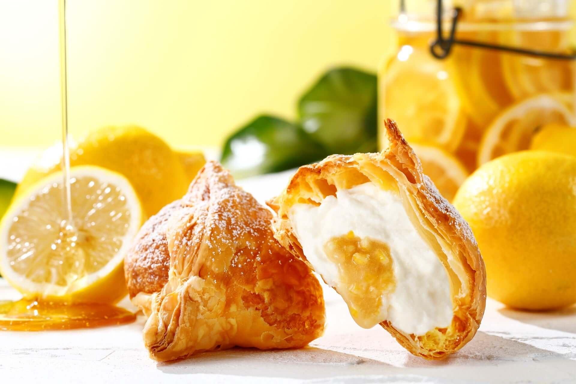 溢れ出るレモンソースを堪能しよう!話題の東京ミルクチーズ工場「Cow Cow Kitchen」に新作『ミルクパイはちみつレモン』が登場 gourmet200730_cowcow-kitchen_3-1920x1280