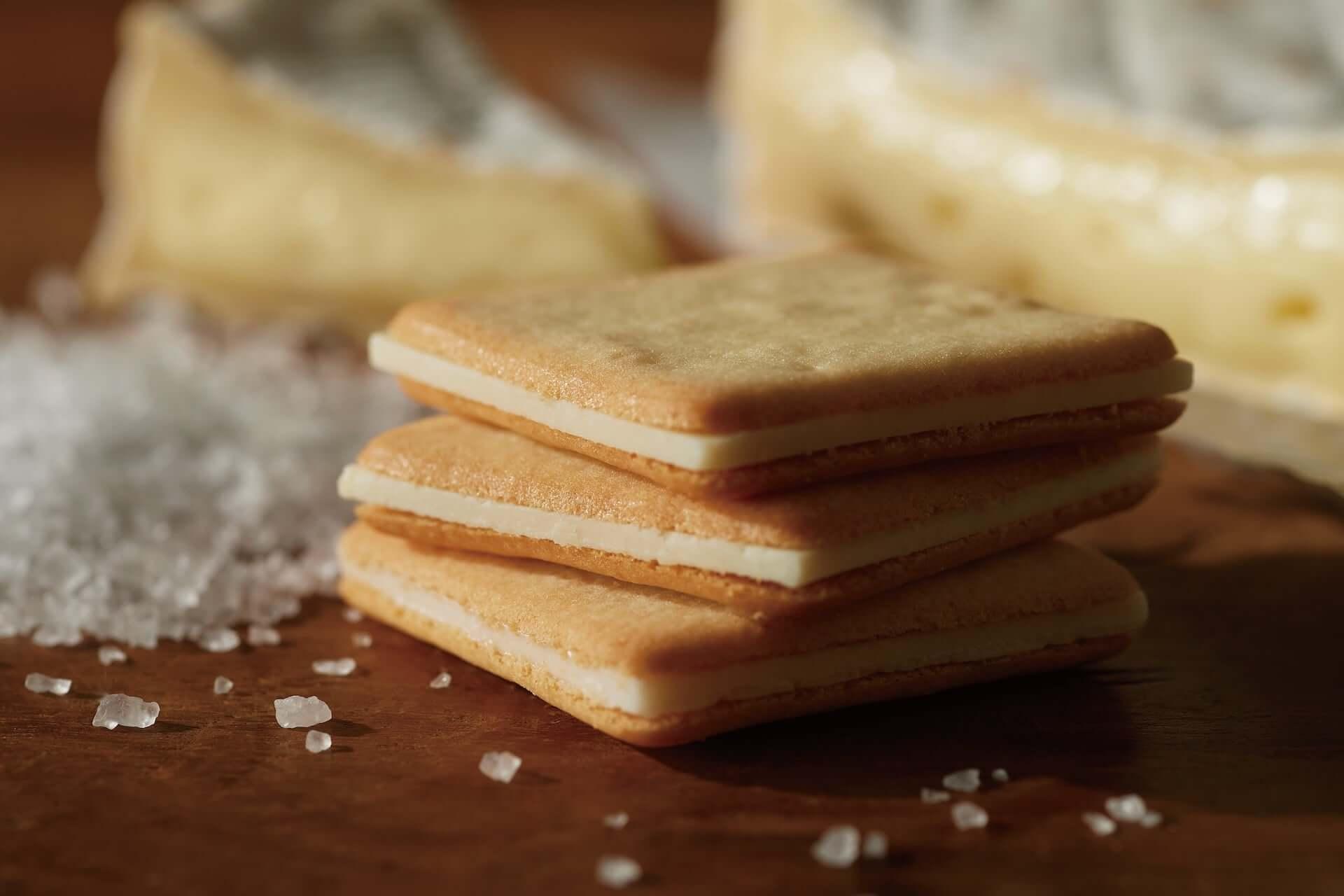 溢れ出るレモンソースを堪能しよう!話題の東京ミルクチーズ工場「Cow Cow Kitchen」に新作『ミルクパイはちみつレモン』が登場 gourmet200730_cowcow-kitchen_4-1920x1280
