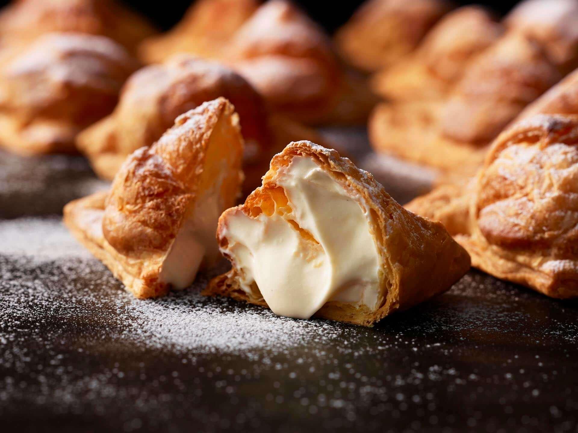 溢れ出るレモンソースを堪能しよう!話題の東京ミルクチーズ工場「Cow Cow Kitchen」に新作『ミルクパイはちみつレモン』が登場 gourmet200730_cowcow-kitchen_5-1920x1440