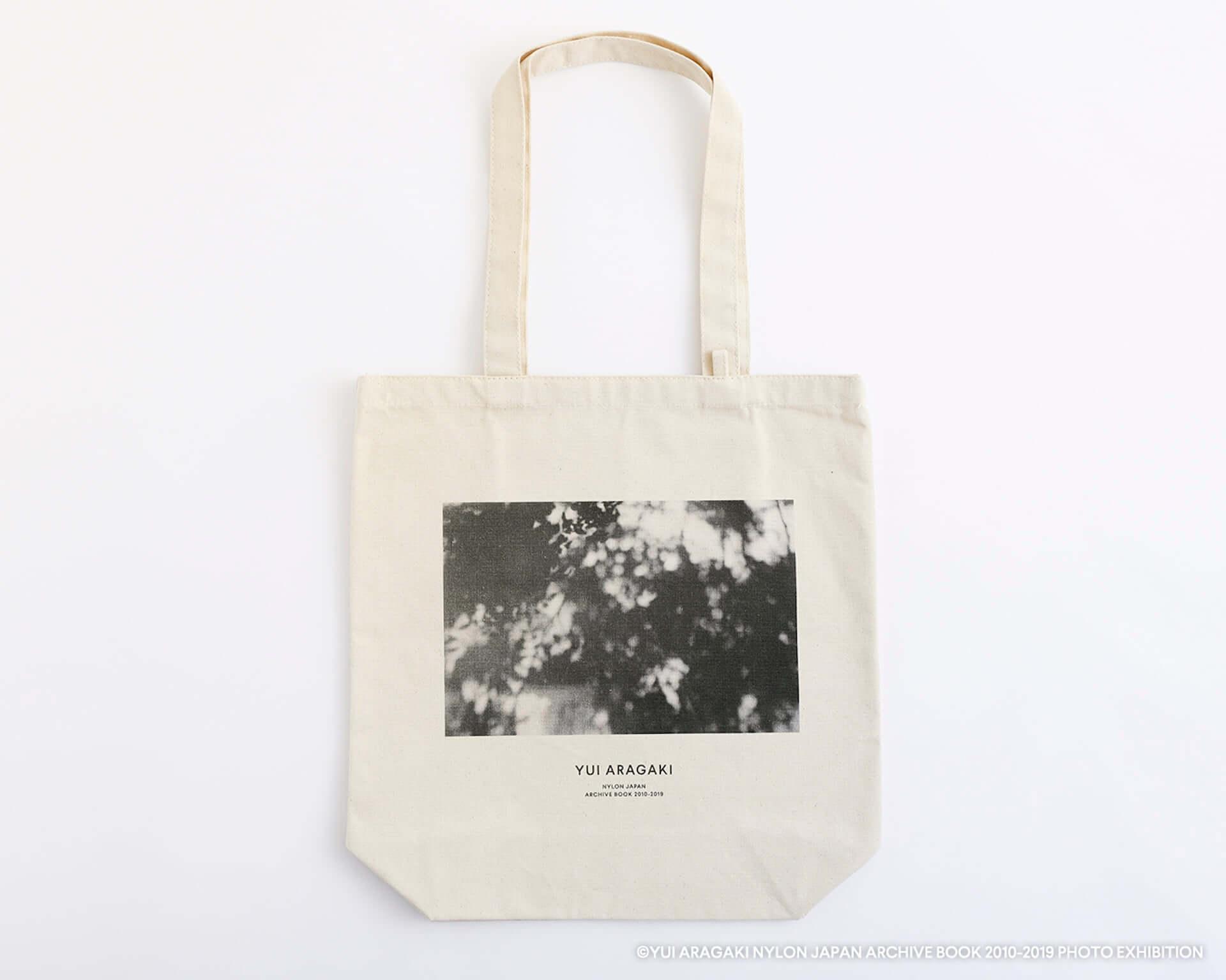 渋谷PARCOで大好評だった新垣結衣初の写真展が梅田ロフトでも開催決定!記念Tシャツ、トートバッグ、ポストカードも登場 art200803_yuiaragaki_9-1920x1536