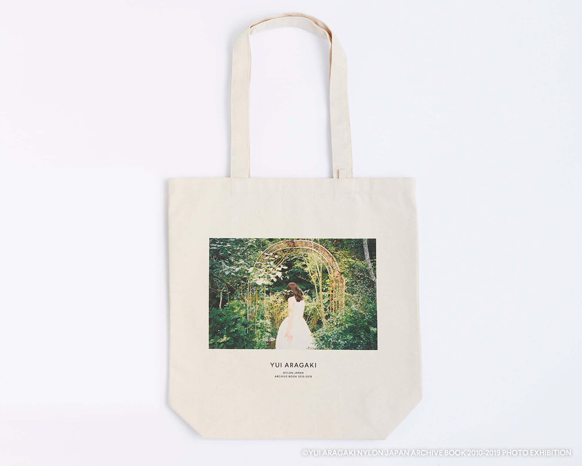 渋谷PARCOで大好評だった新垣結衣初の写真展が梅田ロフトでも開催決定!記念Tシャツ、トートバッグ、ポストカードも登場 art200803_yuiaragaki_10-1920x1536