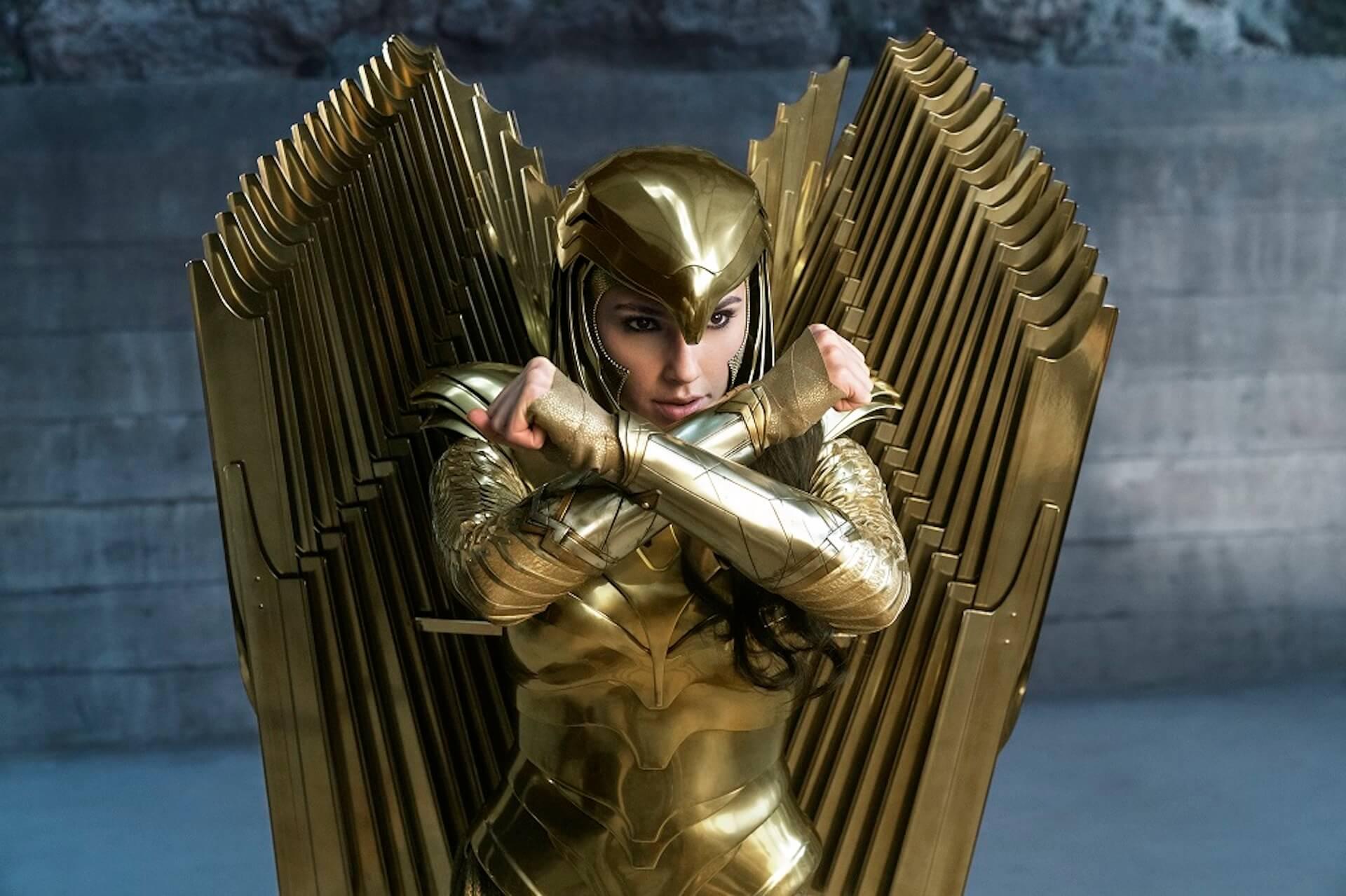 『ワンダーウーマン 1984』主演ガル・ガドットがゴールドアーマー姿の華麗なアクションで魅せる!2枚の激アツ場面写真が解禁 film200804_wonderwoman1984_2