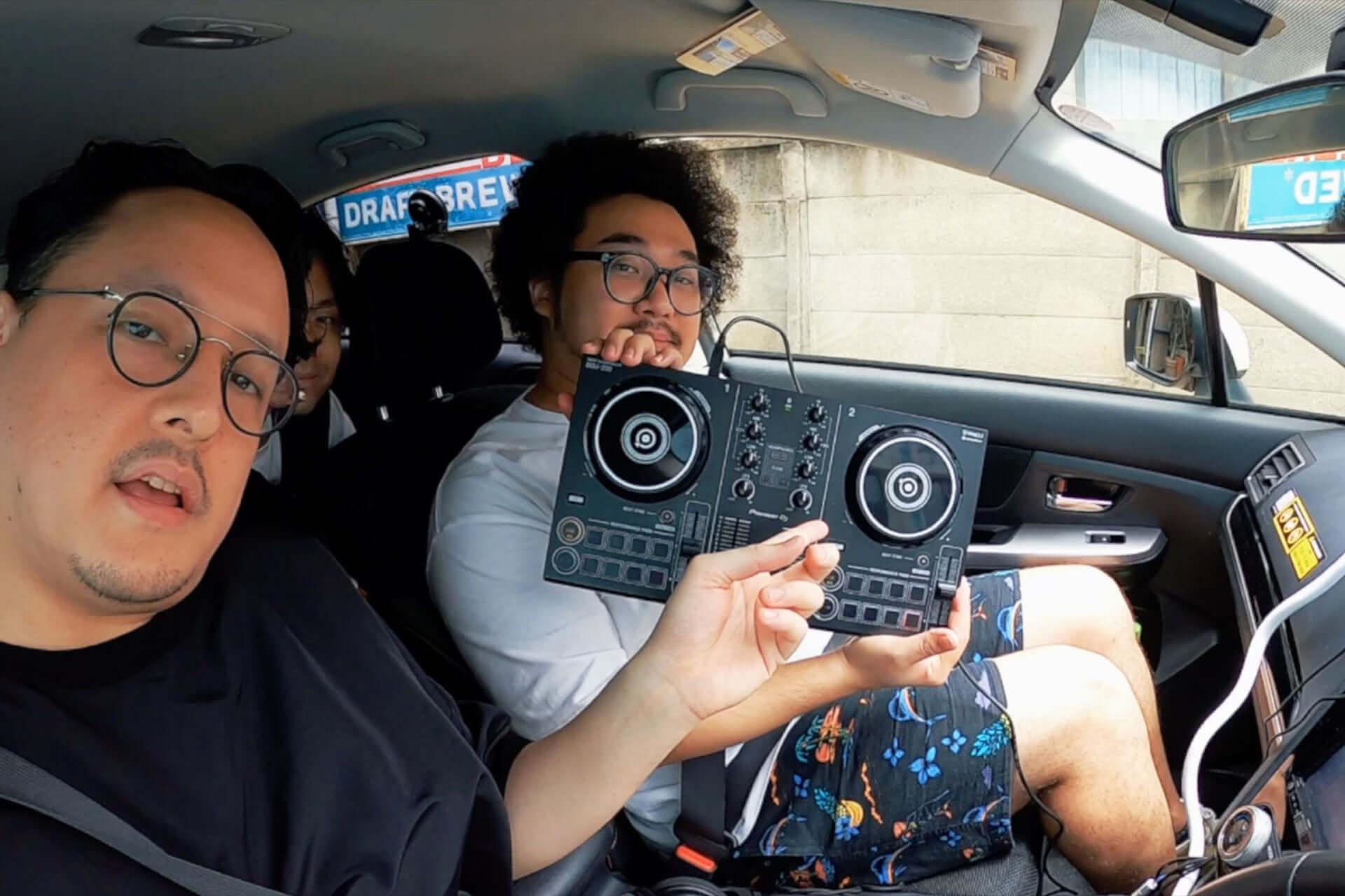 アフロマンス、TJO、DJ KOMORIがPioneer DJ『DDJ-200』と共にドライブ!「DRIVE DJ」を実践した特別映像が公開 music200805_drive-dj_7-1920x1280