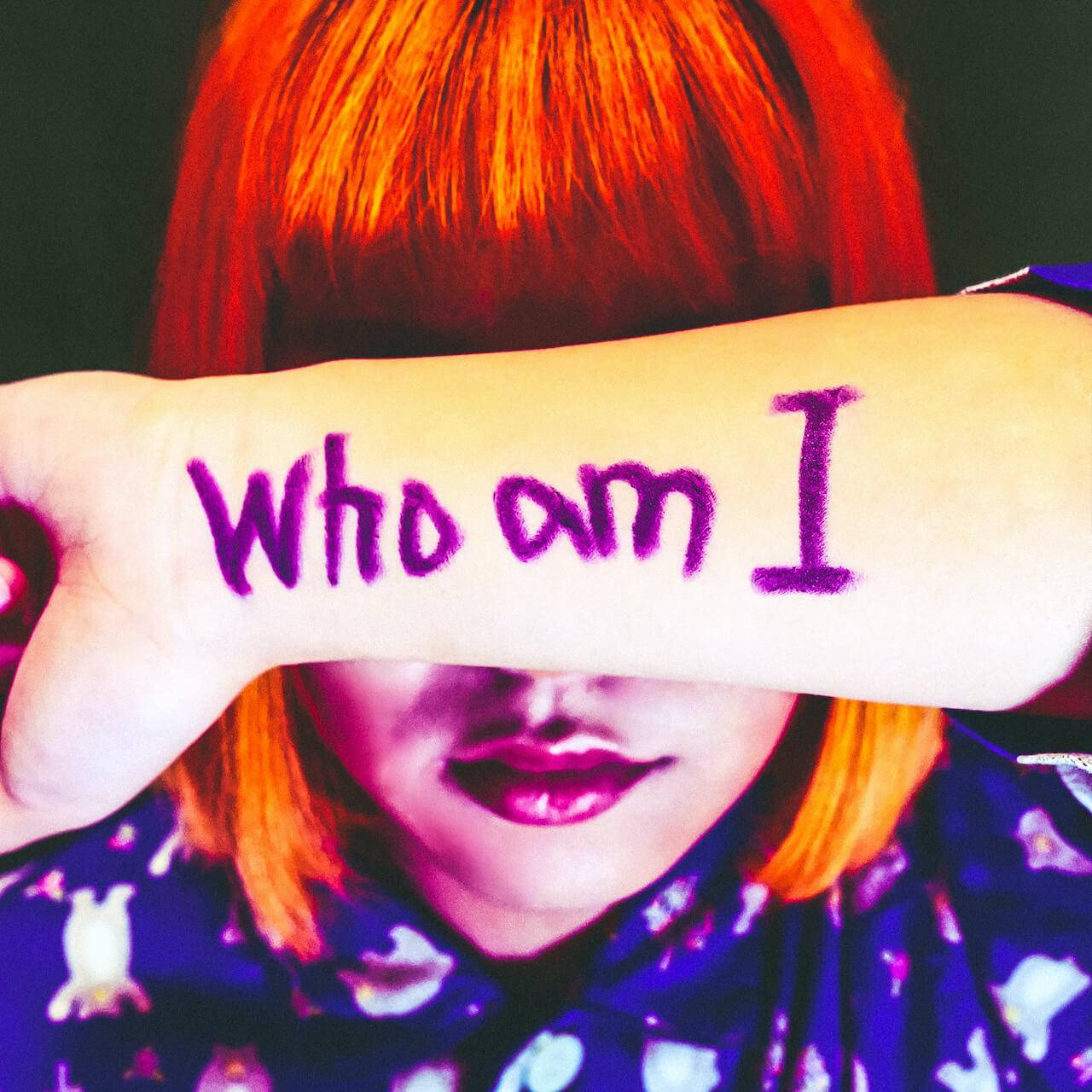 謎多きユニット、カメレオン・ライム・ウーピーパイが新曲「Who am I」をリリース music200805-clwp-2