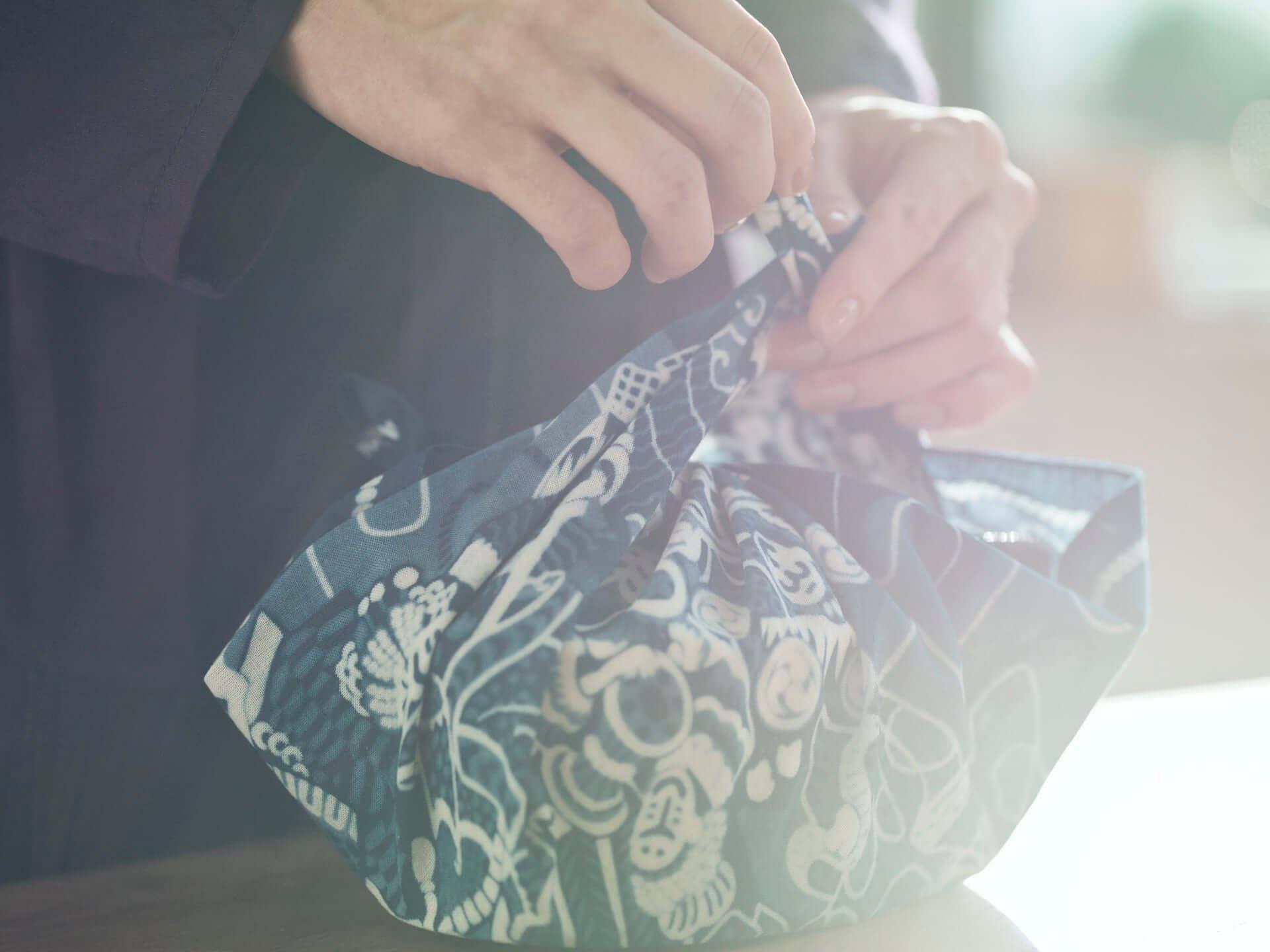 現代装飾家・京森康平と藍師/染師・BUAISOUが手掛けたマスク&手拭いも販売!『日に流れて橋に行く』×誠品生活日本橋のコラボ企画が始動 lf200806_buaisou-koheikyomori_7-1920x1440