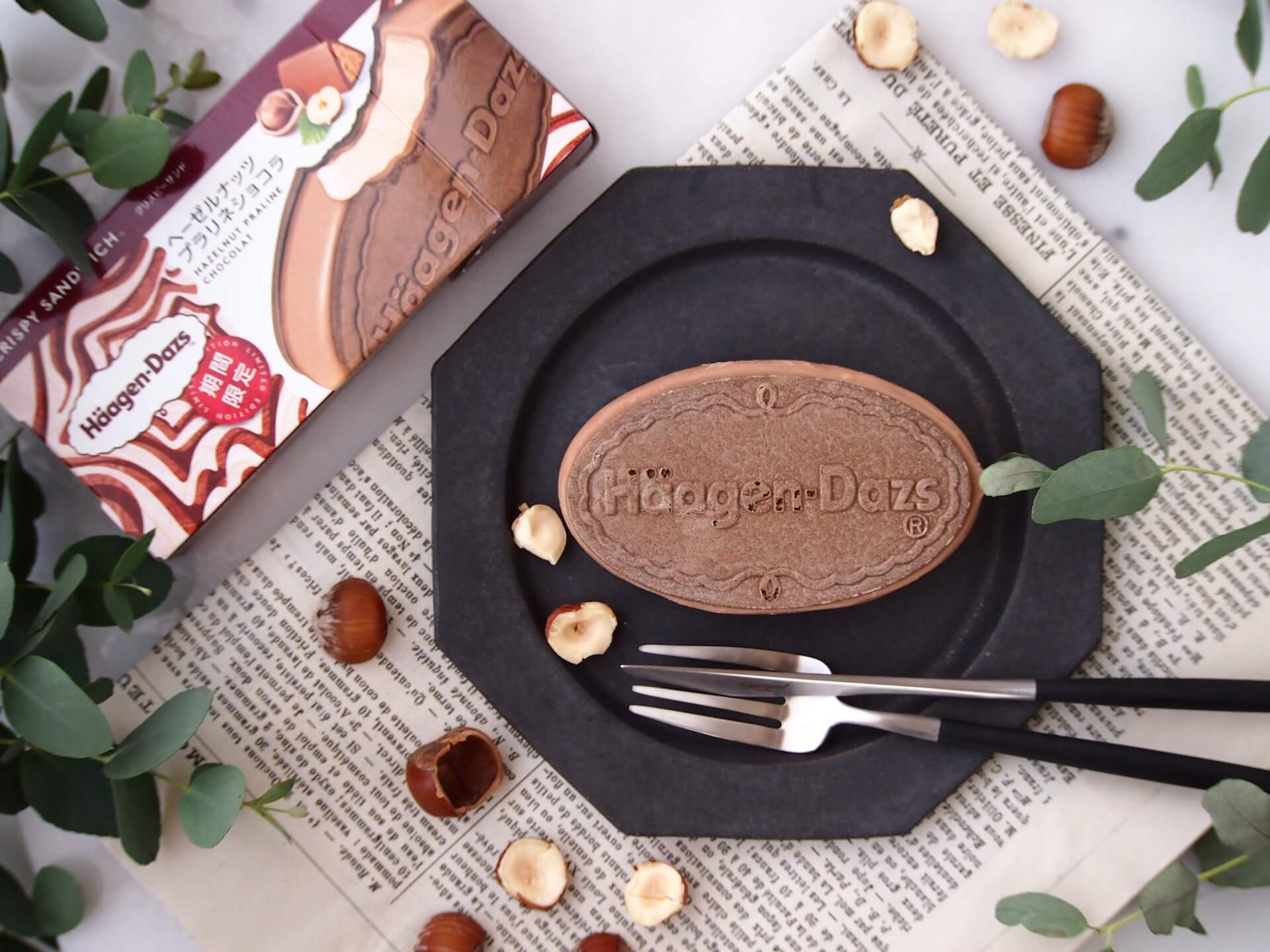女性に大人気のヘーゼルナッツフレーバーのハーゲンダッツクリスピーサンド『ヘーゼルナッツプラリネショコラ』が期間限定で登場! gourmet200817_gaagendazs_8