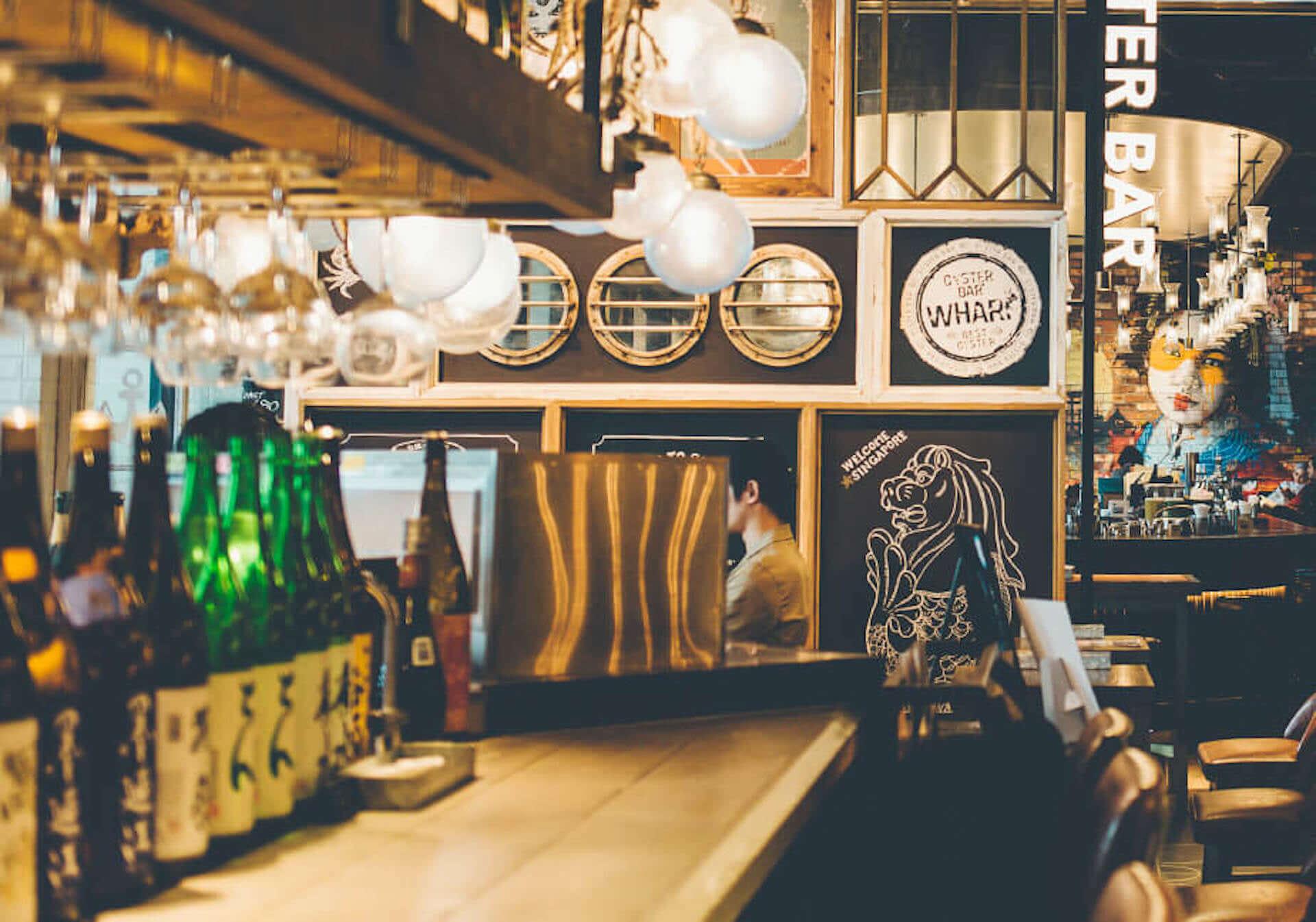 北海道・知内産の生牡蠣を使用した日本初の『生牡蠣フライ』が新宿ワーフで新発売!今月は特別価格で提供 gourmet200818_oyster-bar-wharf_2-1920x1346