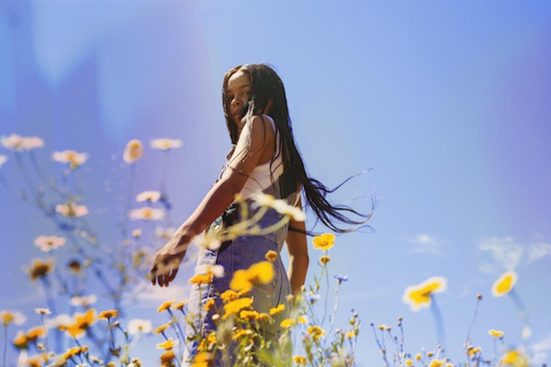 """Bonoboも注目するプロデューサー・TSHAが最新EP『Flowers』を〈Ninja Tune〉からリリース決定!新曲""""Sister""""&本人コメントも公開 music200819_tsha_3-1920x1281"""