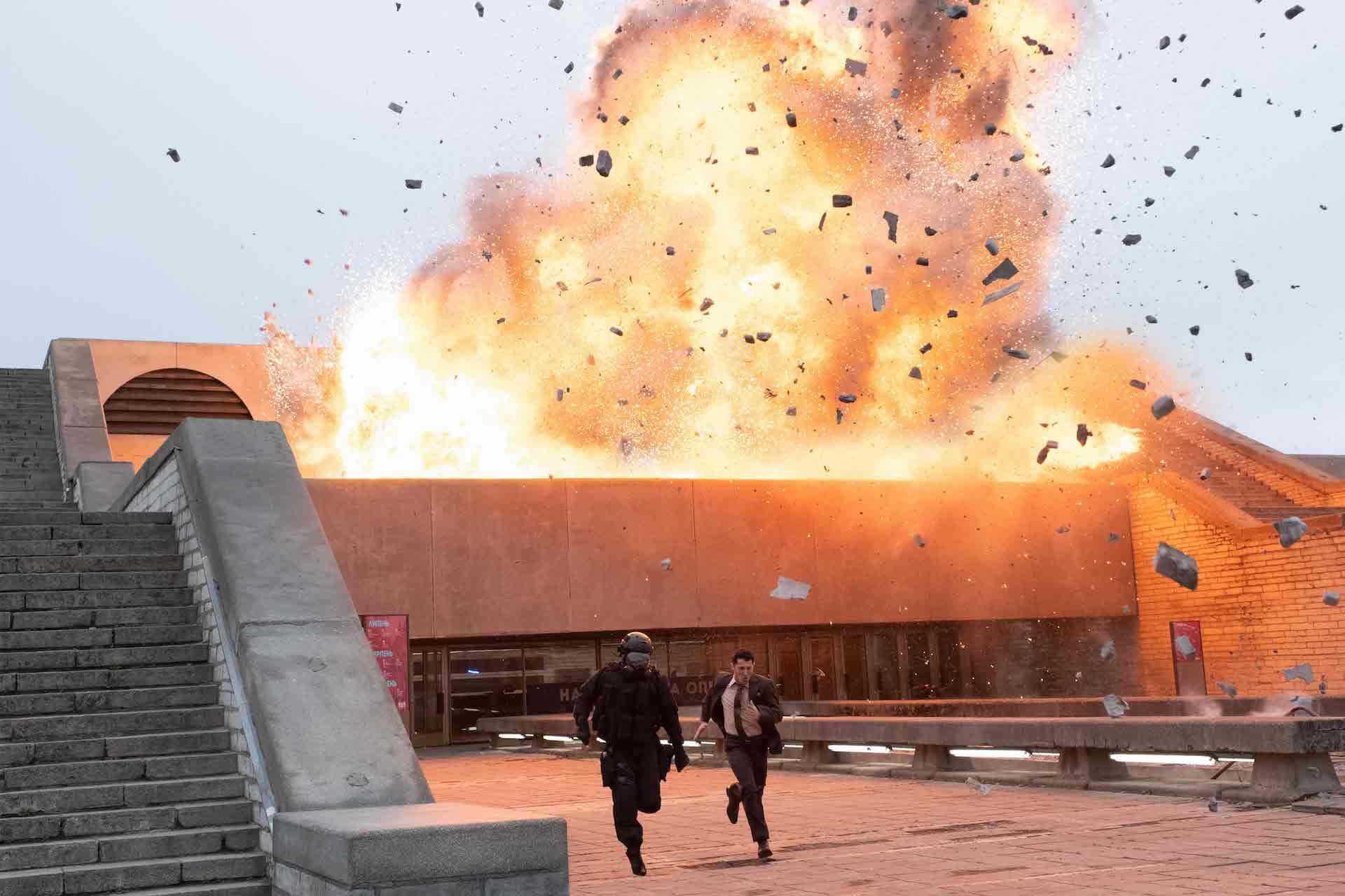 『TENET テネット』の新たな「時間の逆行」シーンがふんだんに盛り込まれた最新スポット映像2本が解禁! film200826_tenet_7