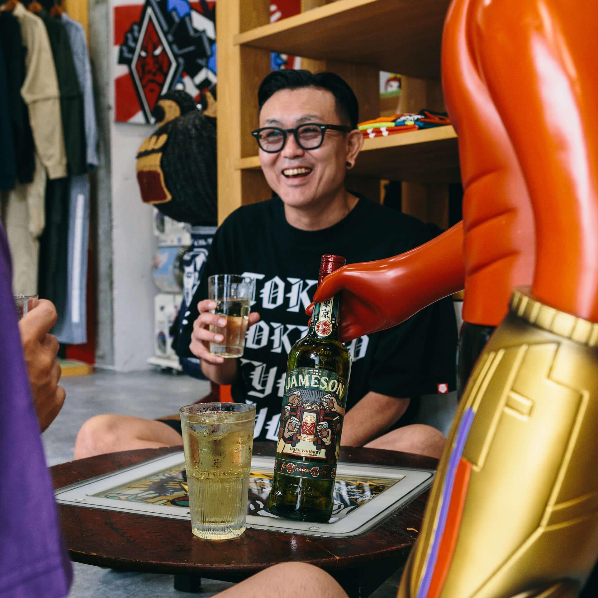 """『ジェムソン』が""""東京""""デザインの限定ボトルに!PUNK DRUNKERS・親方とコラボした『ジェムソン 東京 リミテッド』が発売決定 gourmet200828_jamesonwhiskey_1-1920x1920"""