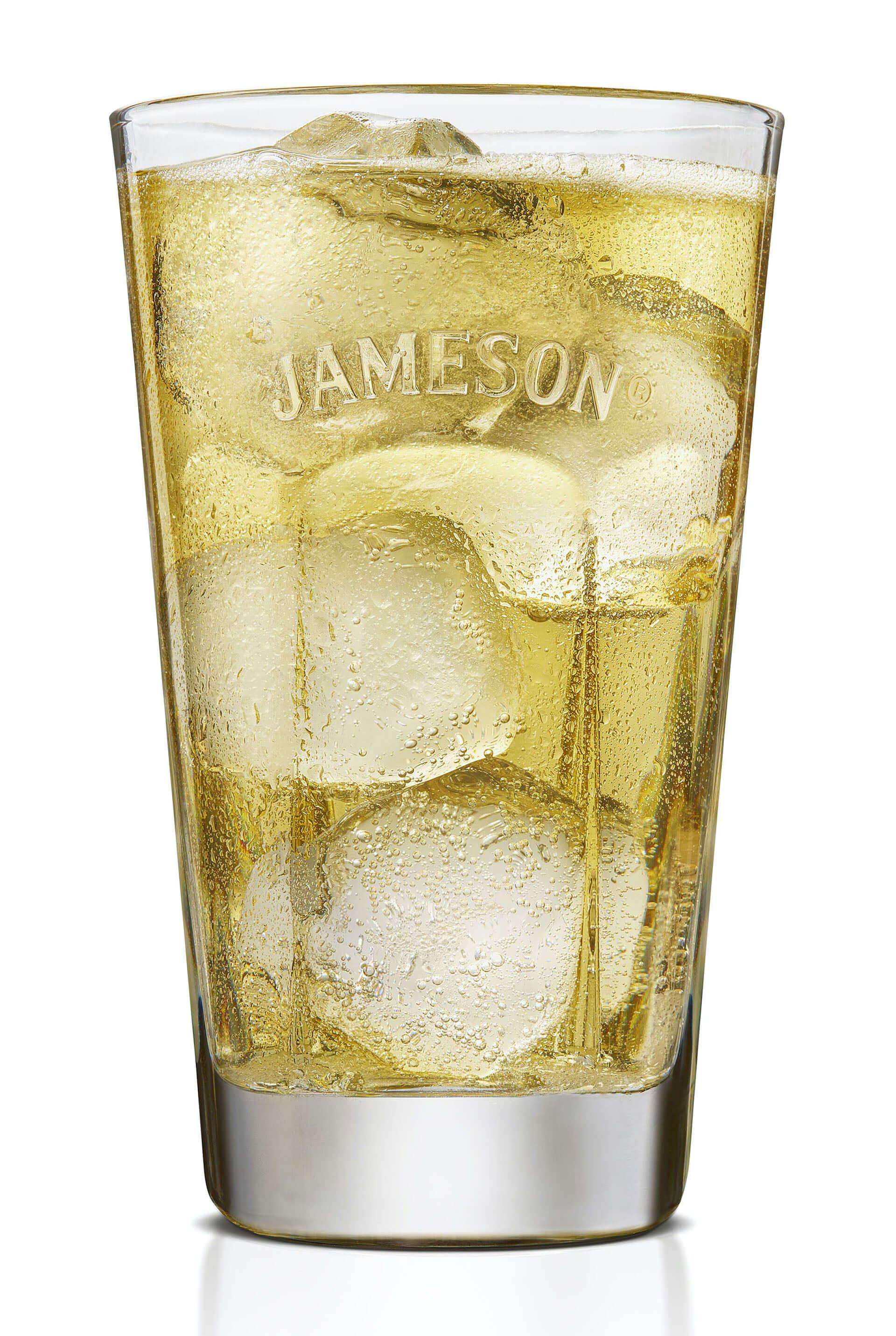 """『ジェムソン』が""""東京""""デザインの限定ボトルに!PUNK DRUNKERS・親方とコラボした『ジェムソン 東京 リミテッド』が発売決定 gourmet200828_jamesonwhiskey_2-1920x2863"""