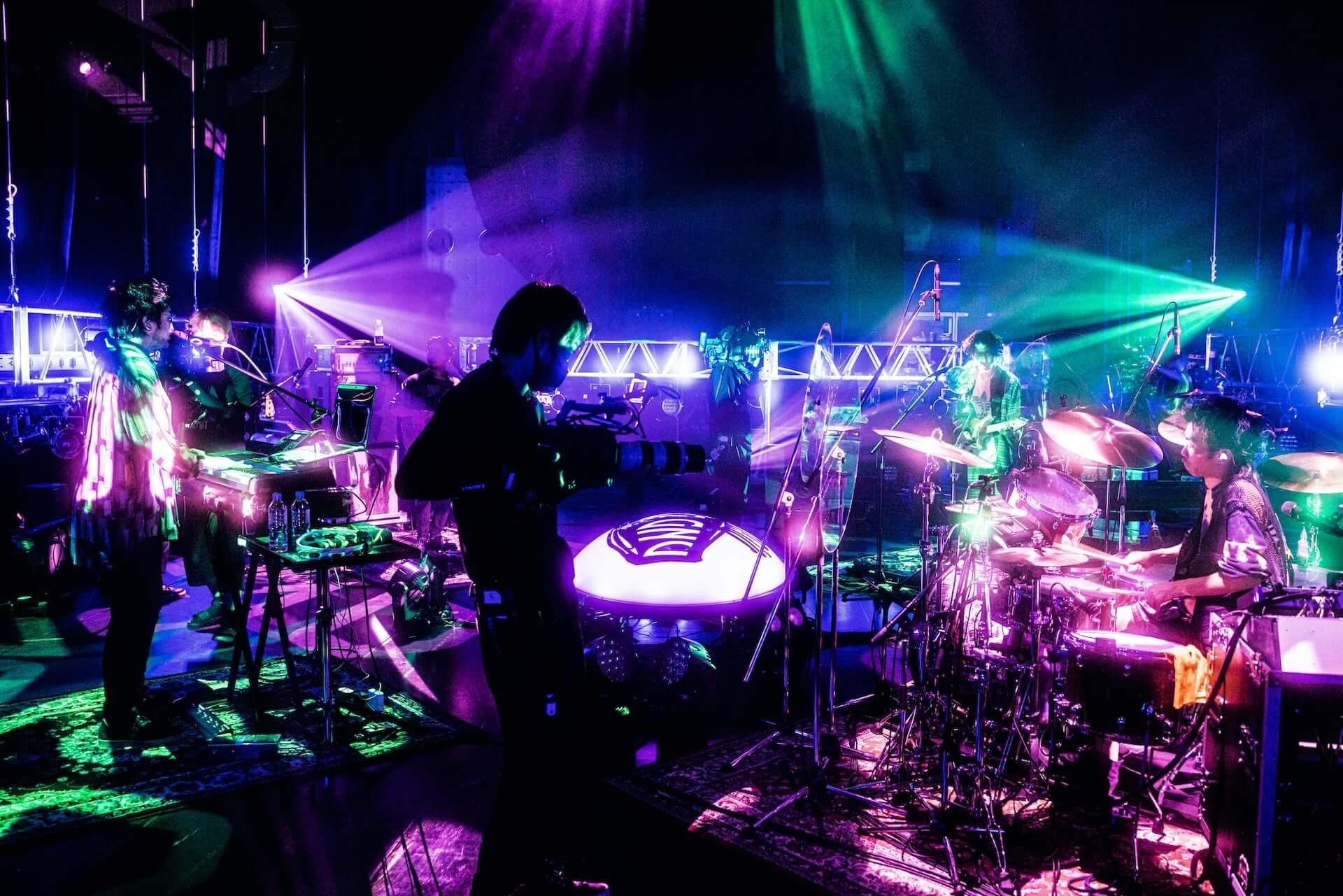 King Gnuがバンド初の配信ライブ<King Gnu Streaming Live>を実施!ライブレポートが到着 music200831_kinggnu-live_2-1920x1281