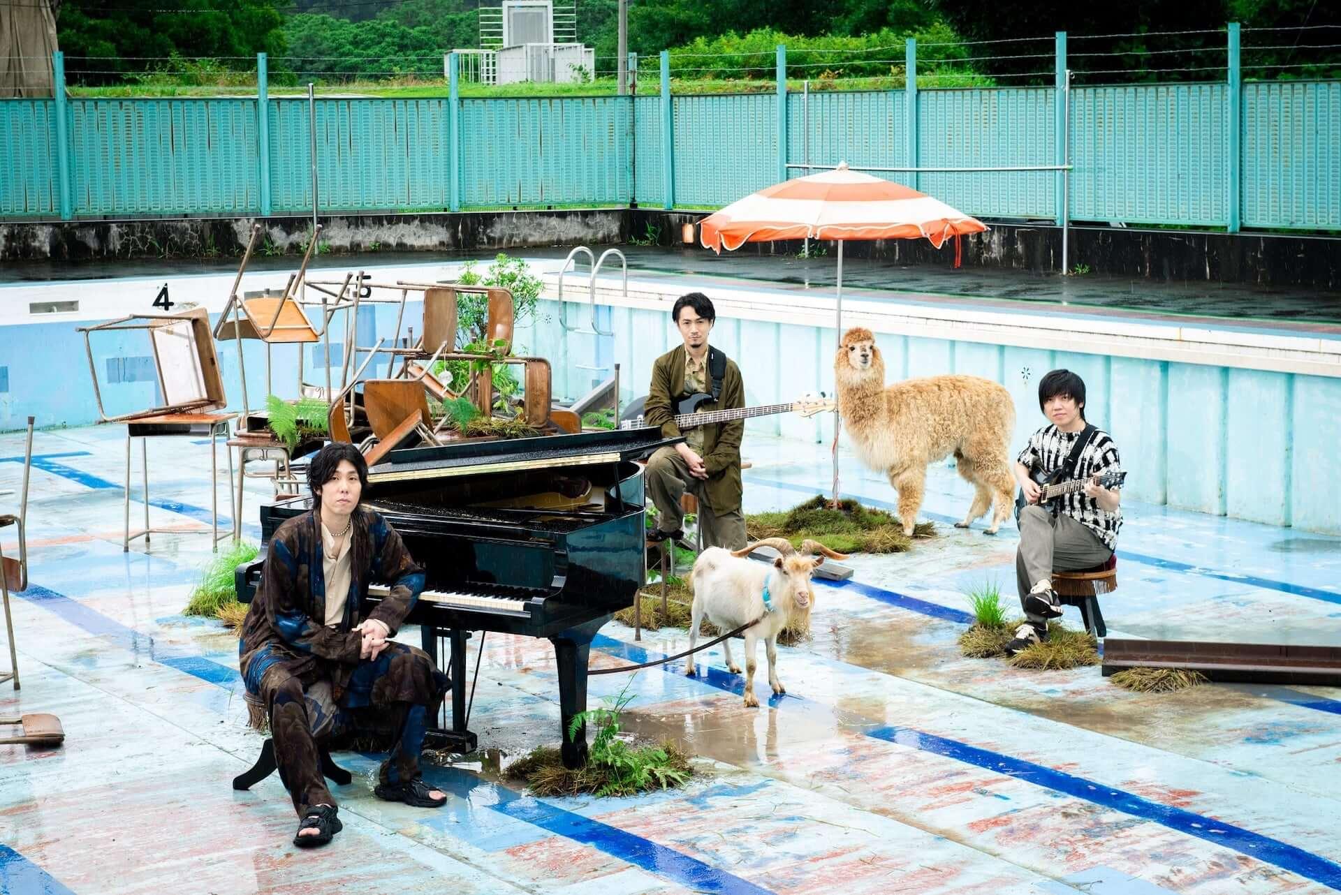 "RADWIMPSが新曲""夏のせい""のMVを公開!監督は山田健人、出演は山田杏奈 music200901_radwimps_1-1920x1282"
