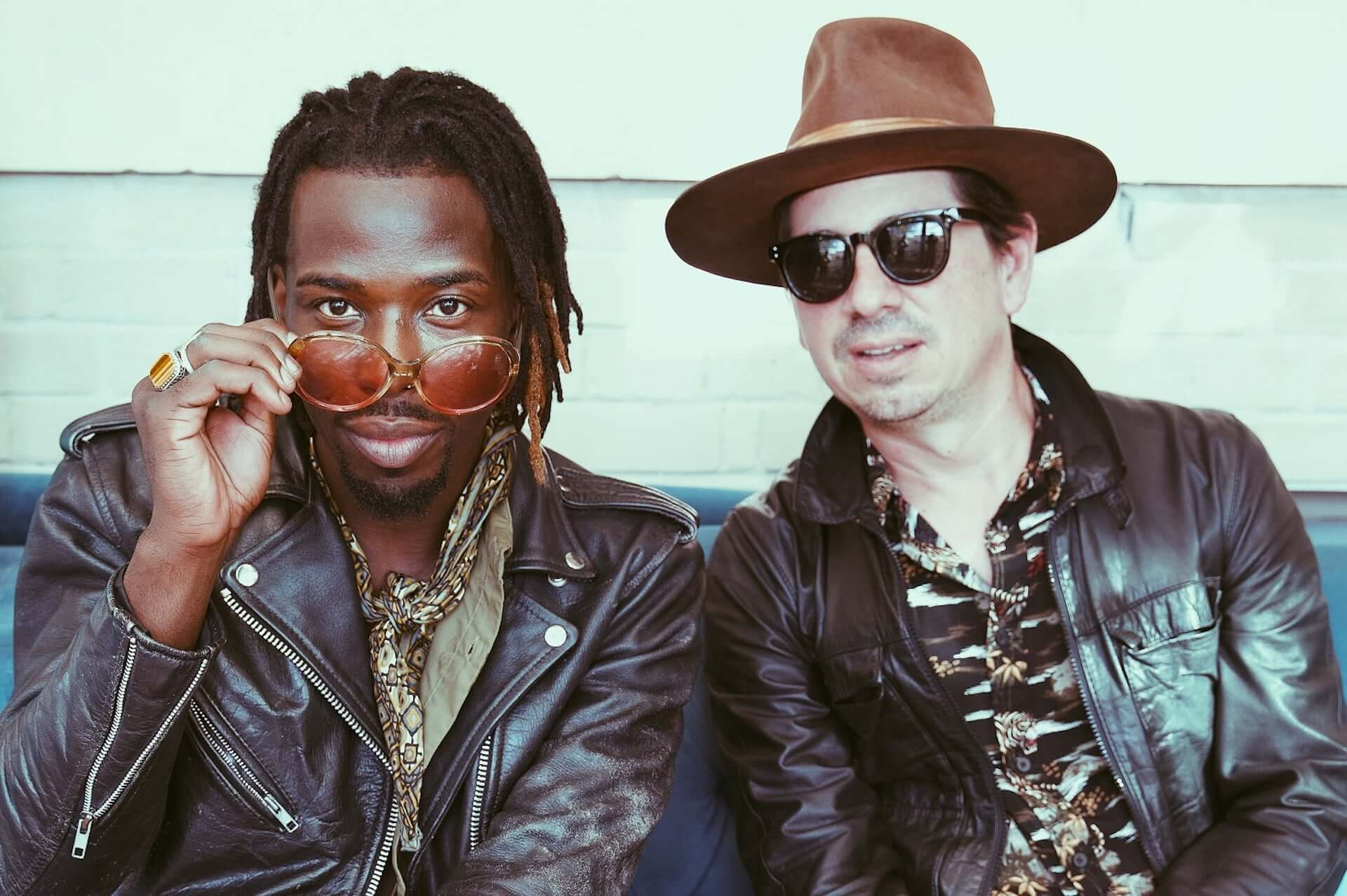 """Black Pumasがデビューアルバムのデラックス版にも収録した""""I'm Ready""""のライブセッション映像を公開! music200902_blackpumas_4-1920x1277"""