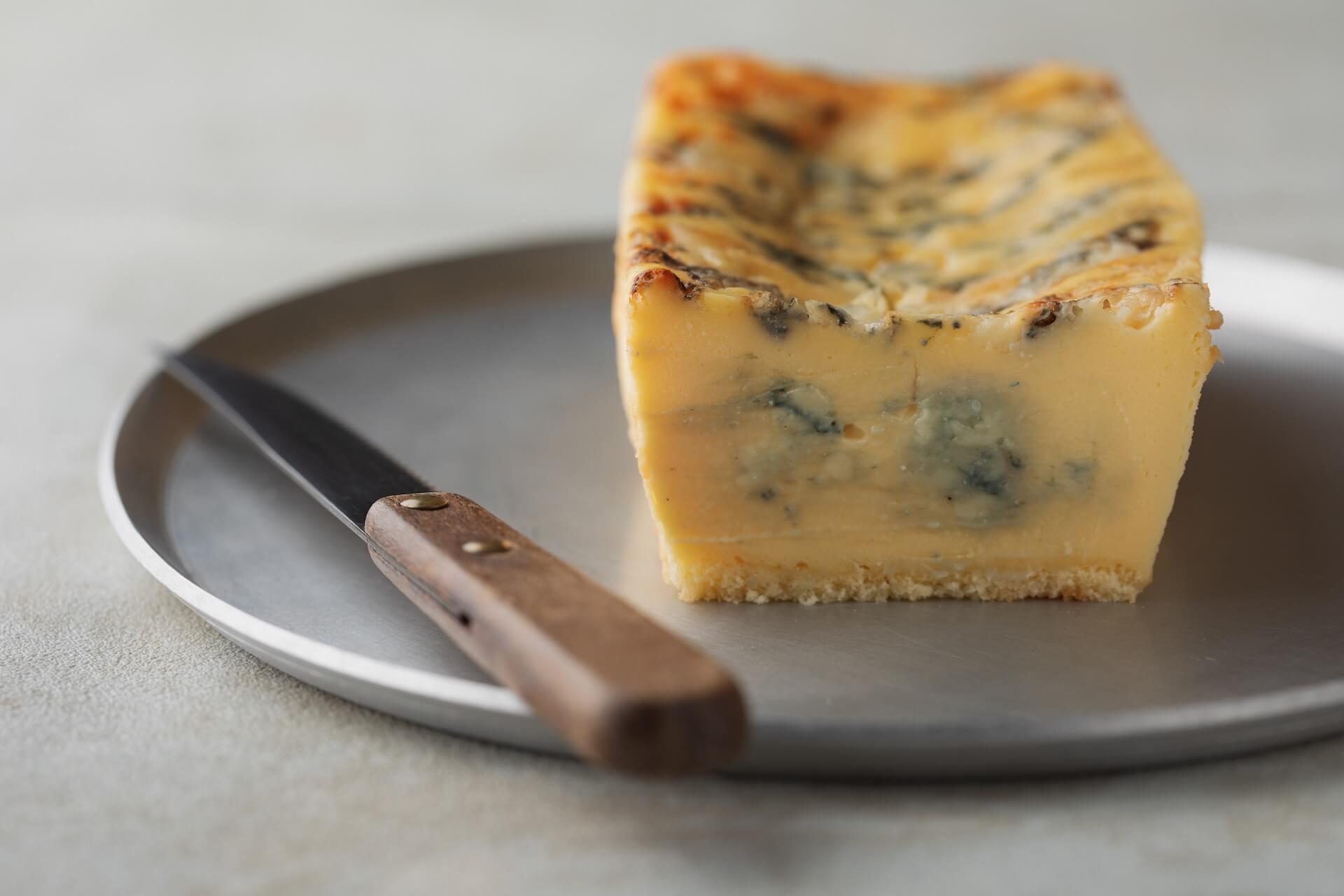 連日30分で完売の生ブルーチーズケーキ青が期間限定でルミネエスト新宿にオープン!芳香な香りのとろける生食感 gourmet200804_bluecheesecake_01