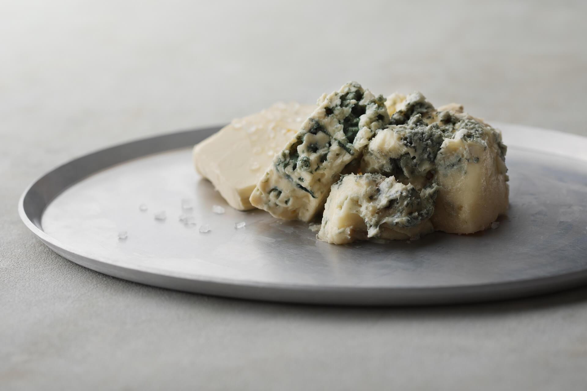 連日30分で完売の生ブルーチーズケーキ青が期間限定でルミネエスト新宿にオープン!芳香な香りのとろける生食感 gourmet200804_bluecheesecake_04