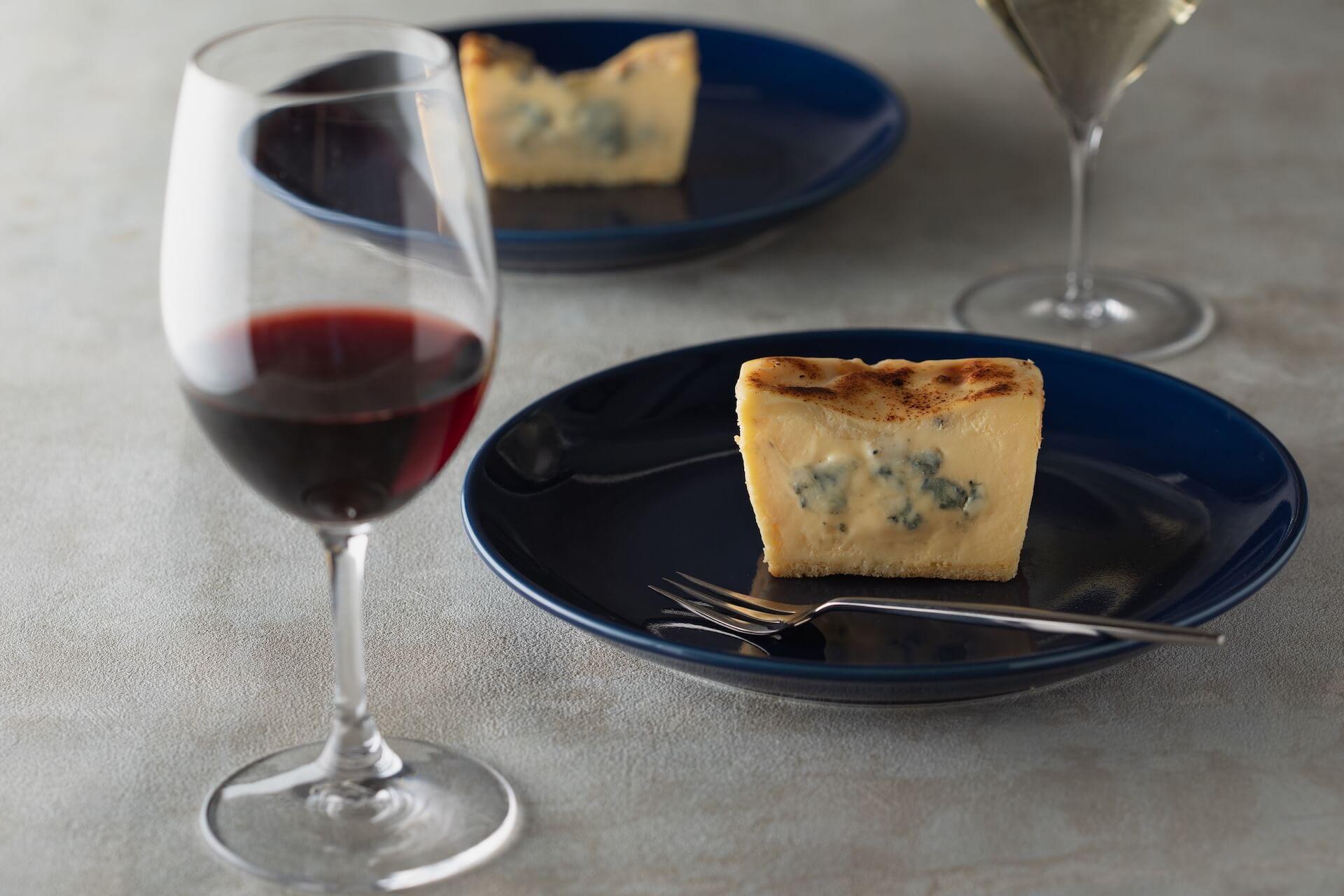連日30分で完売の生ブルーチーズケーキ青が期間限定でルミネエスト新宿にオープン!芳香な香りのとろける生食感 gourmet200804_bluecheesecake_05