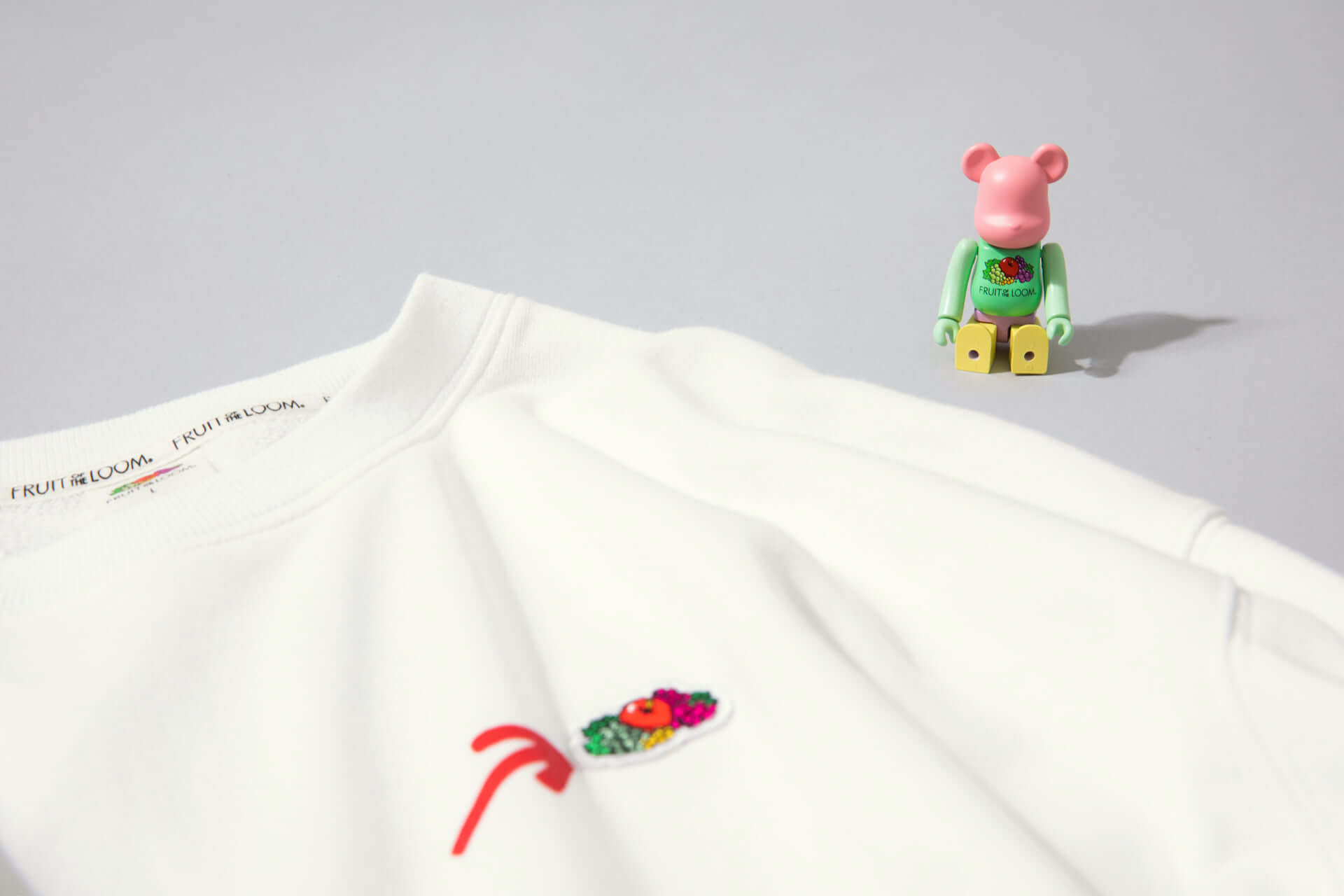 FRUIT OF THE LOOMから限定スウェットシャツが販売決定!フルーツカラーの『BE@RBRICK』も付属 lf200907_fruitoftheloom_4-1920x1280