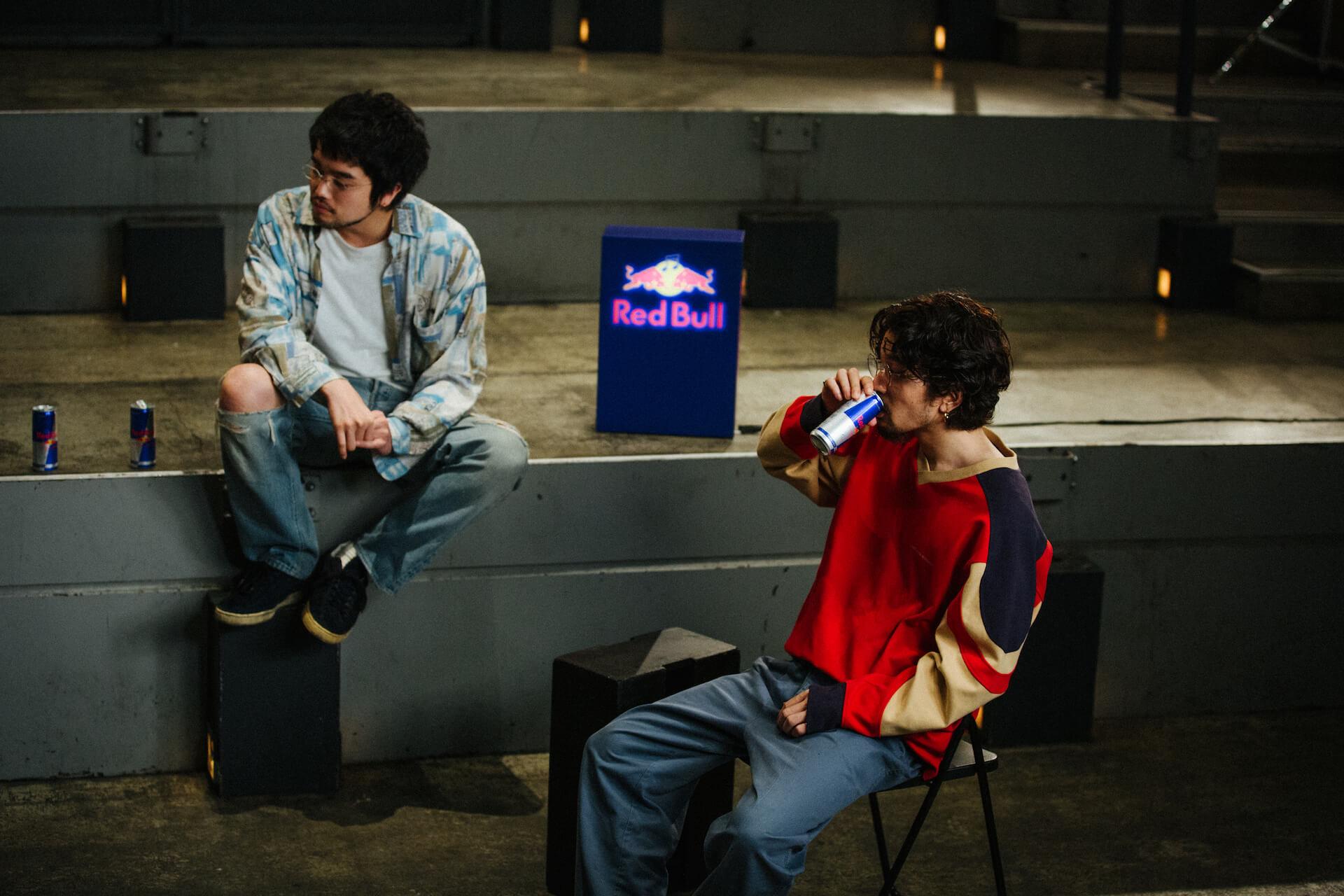 "King Gnuが日本アーティスト史上初めてRed Bullとパートナーシップを締結!""Go Louder""プロジェクトでインタビュー公開&コラボグッズプレゼントも music200908_kinggnu_redbull_15"