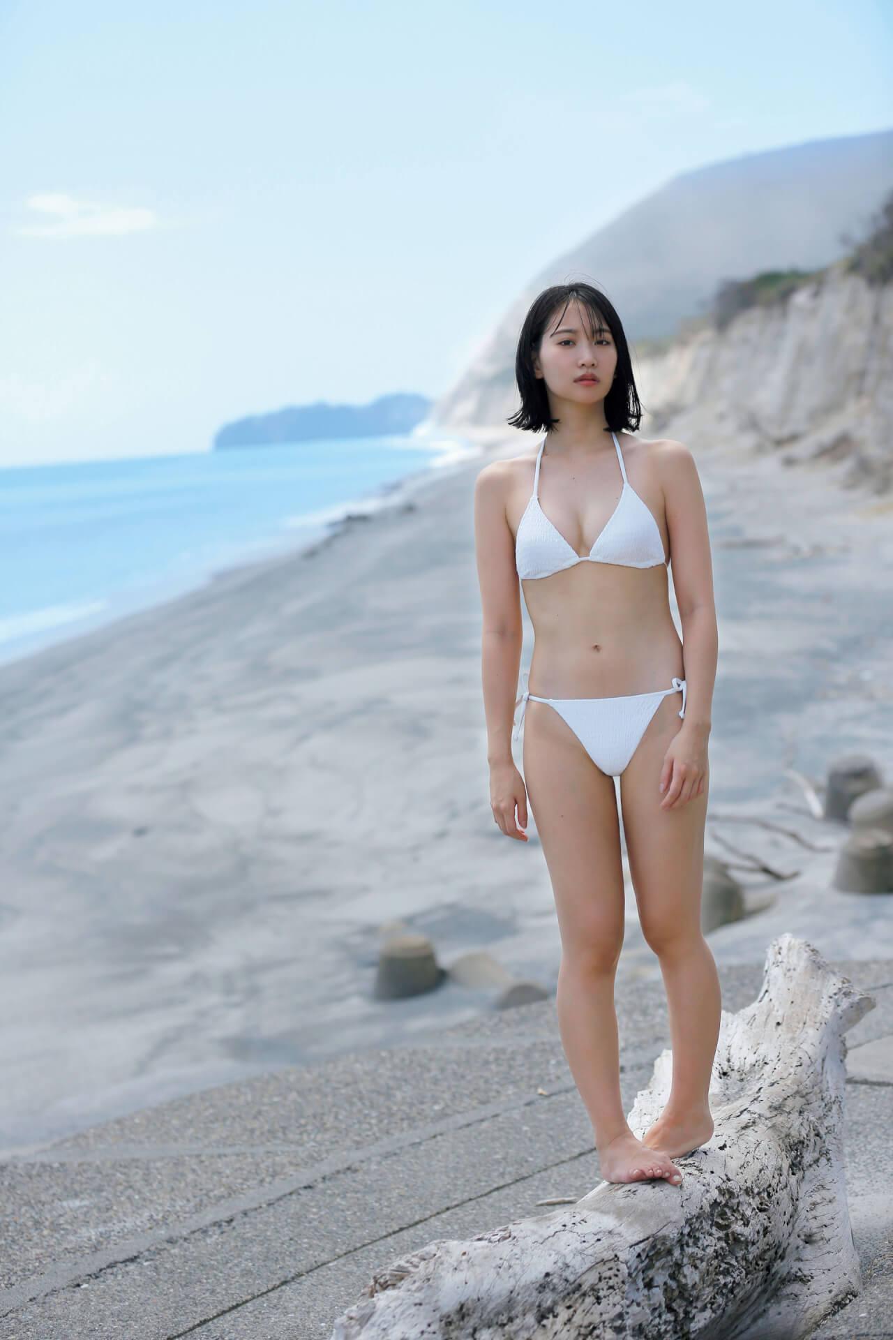 永尾まりやが女子旅でセクシーなランジェリー姿を披露!本日発売の『FLASH』表紙には『あな番』で大ブレイクの奈緒も art200908_flash_2