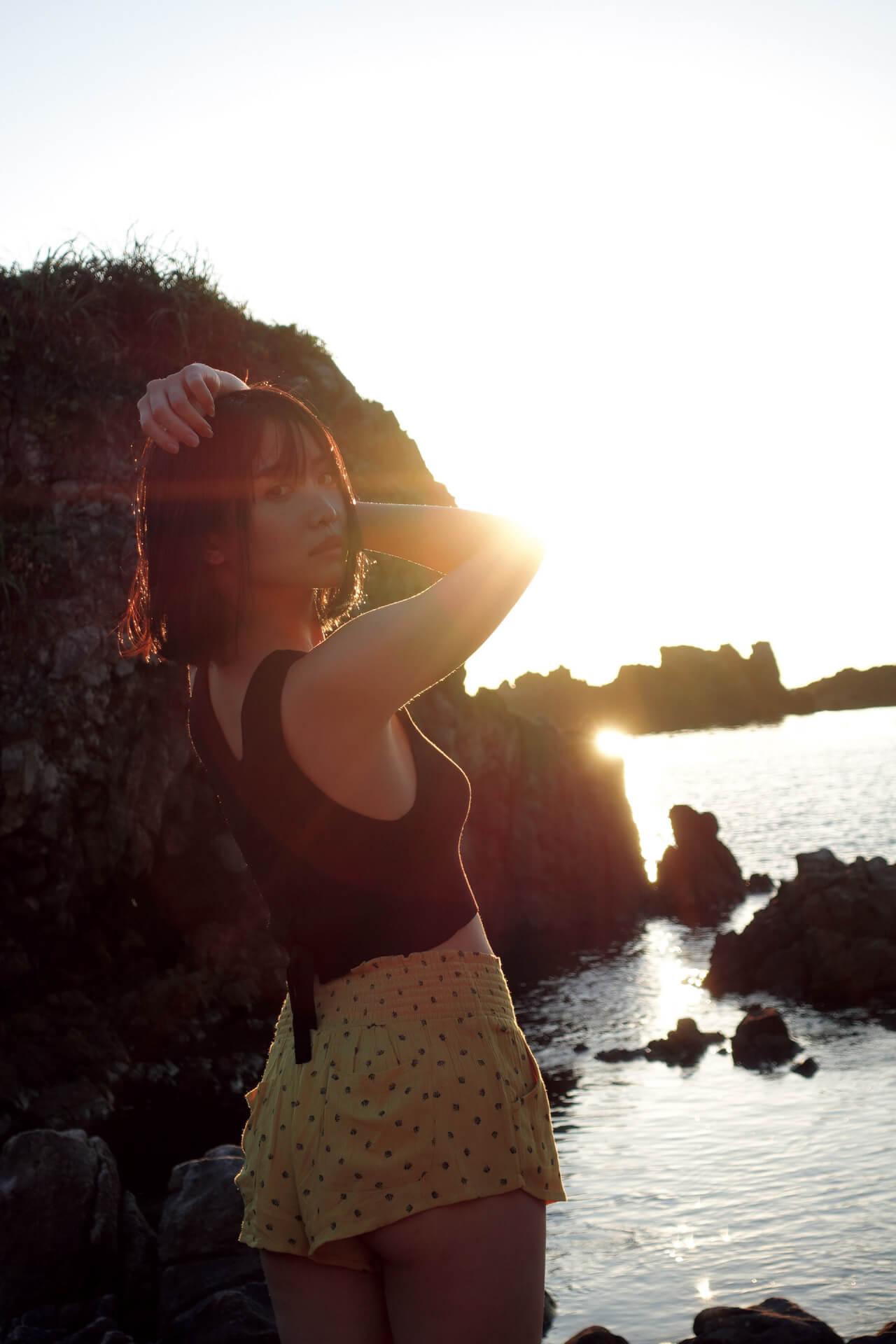 永尾まりやが女子旅でセクシーなランジェリー姿を披露!本日発売の『FLASH』表紙には『あな番』で大ブレイクの奈緒も art200908_flash_5