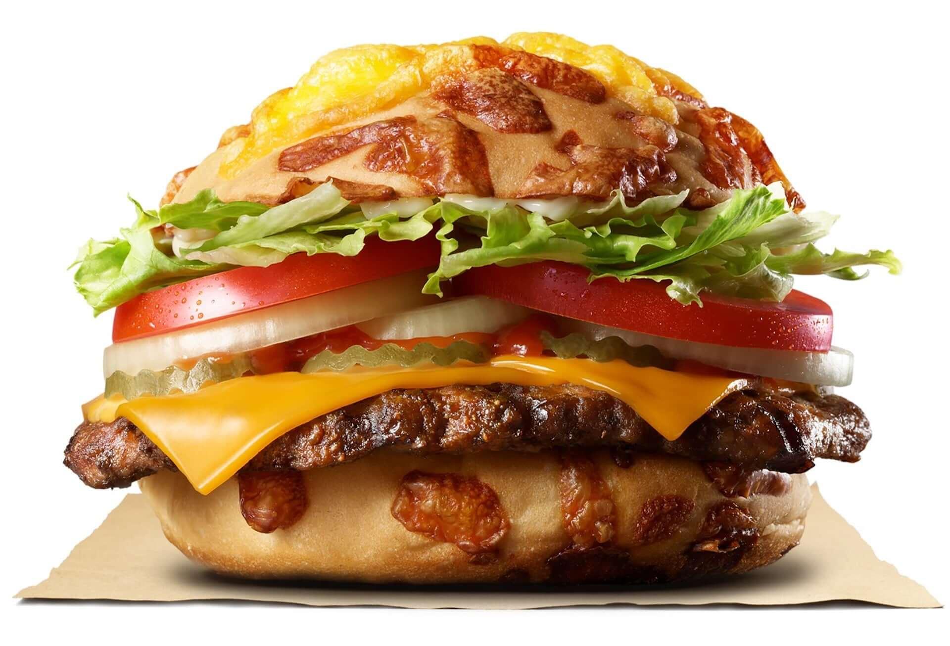 バーガーキングが4種のチーズ香る「チーズバンズ」を新開発!『チーズアグリービーフバーガー』が期間限定で販売決定 gourmet200910_burgerking_2-1920x1306