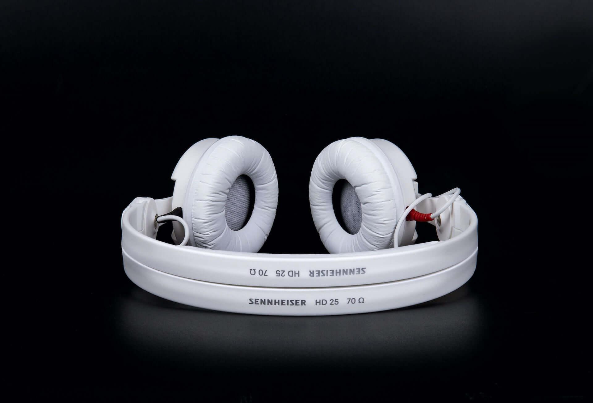 ゼンハイザーのモニターヘッドホン『HD 25』が待望のホワイトカラーに!スペシャルモデルが数量限定で登場 tech200910_sennheiser-hd25_8-1920x1304