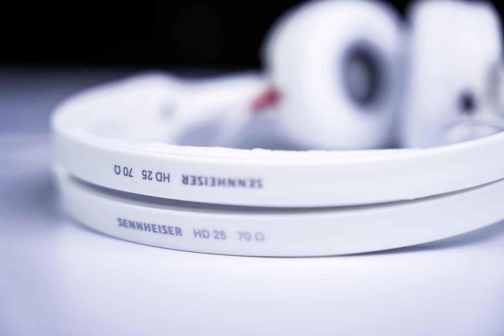 ゼンハイザーのモニターヘッドホン『HD 25』が待望のホワイトカラーに!スペシャルモデルが数量限定で登場 tech200910_sennheiser-hd25_11-1920x1281