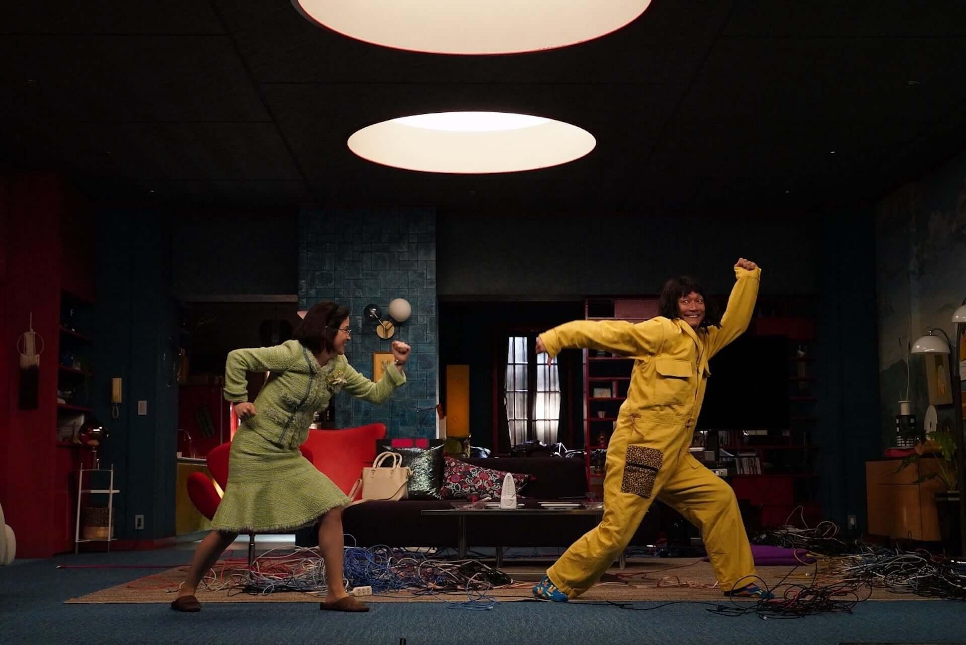 香取慎吾と宮澤エマが撮影裏で即興ダンス!Amazon Prime Video『誰かが、見ている』特別映像が解禁 art200917_darekagamiteiru_2-1920x1282