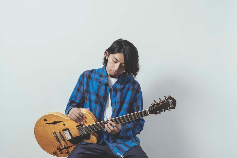 """ギターの""""鳴り""""は材質で決まる。ギタリスト・関口シンゴ(Ovall)が魅了された吉野スギのギター。 music200930_sekiguchishingo_1-1440x960"""