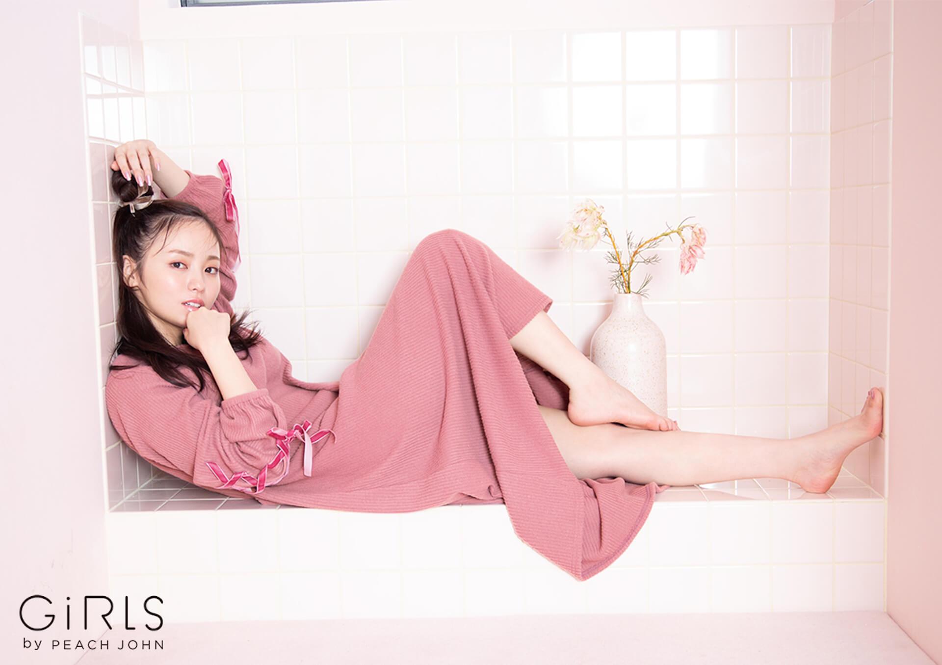 ふんわり美バストで人気の今泉佑唯がGiRLS by PEACH JOHNの新コレクションを着用!ホリデイシーズンを感じさせる新ビジュアルが公開 art201008_imaizumiyui_6