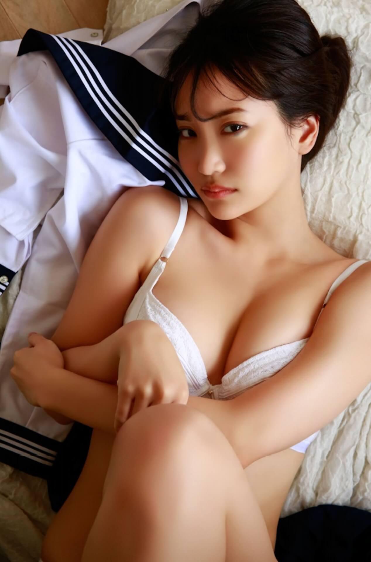 グラビアで大活躍中の永尾まりやがセーラー服を脱ぎ捨ててセクシーな下着姿を披露!デジタル写真集発売に伴い誌面カットが解禁 art201020_nagaomariya_3