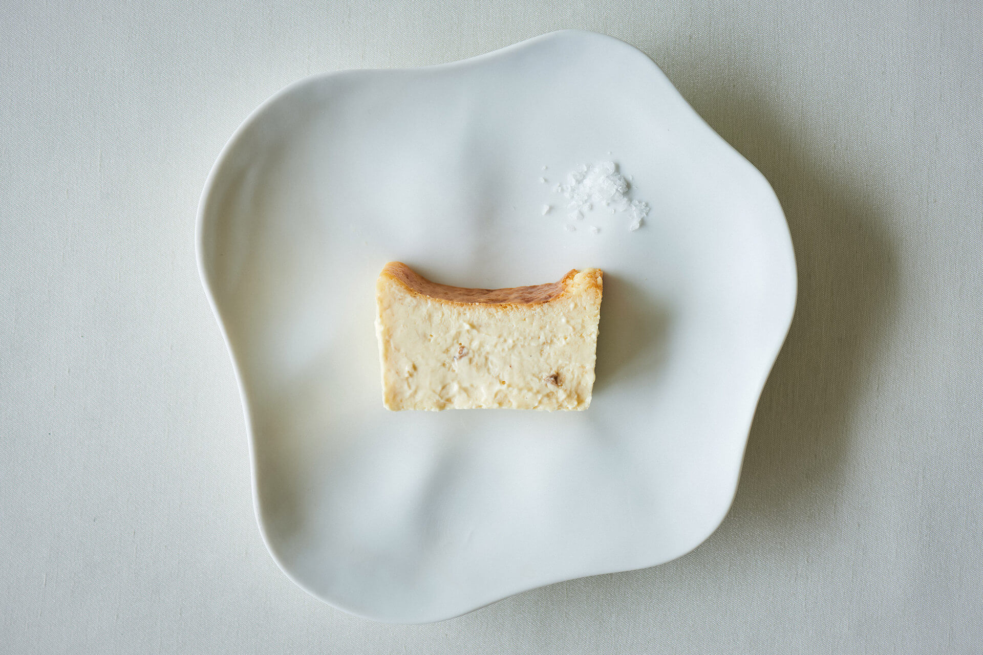 """売り切れ必至のMr. CHEESECAKE新商品が受注生産販売決定!高級食材""""白トリュフ""""を使った高価なチーズケーキ gourmet201027_mrcheesecake_3"""