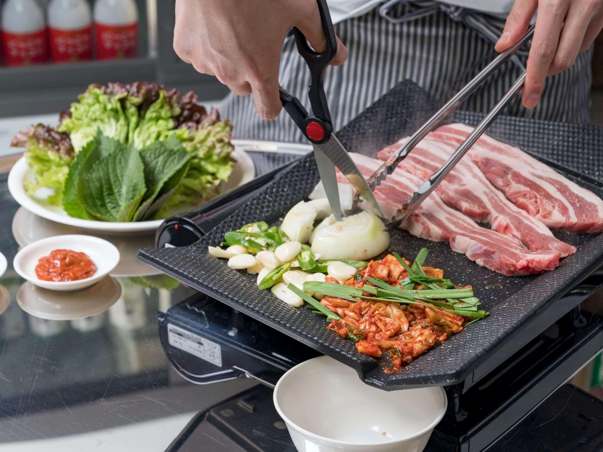 北海道産のワタリガニを使用した『生カンジャンケジャン』が「韓国食堂ケグリ」に登場!1日10食限定で販売開始 gourmet201029_kankokushokudou-keguri_6-1920x1440
