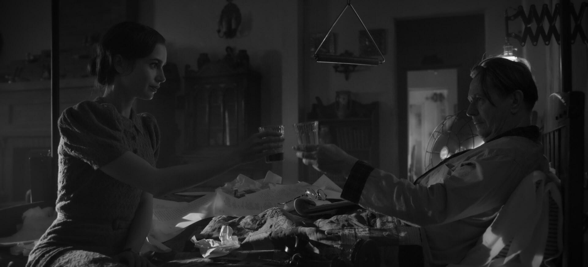 デヴィッド・フィンチャー×ゲイリー・オールドマンで注目のNetflix『Mank/マンク』が全国各地の映画館で上映決定!モノクロで統一された場面写真も解禁 film201104_mank_2