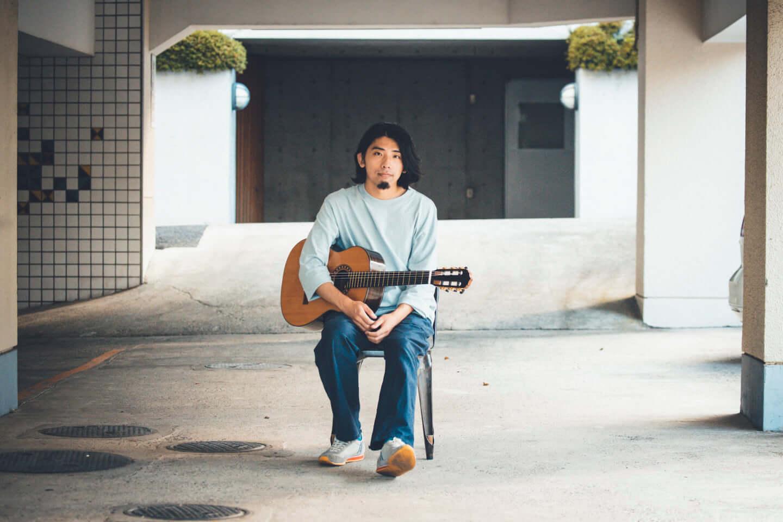"""ギターの""""鳴り""""は材質で決まる。ギタリスト・関口シンゴ(Ovall)が魅了された吉野スギのギター。 interview201006_shingo_sekiguchi_yoshino_3080-1440x960"""
