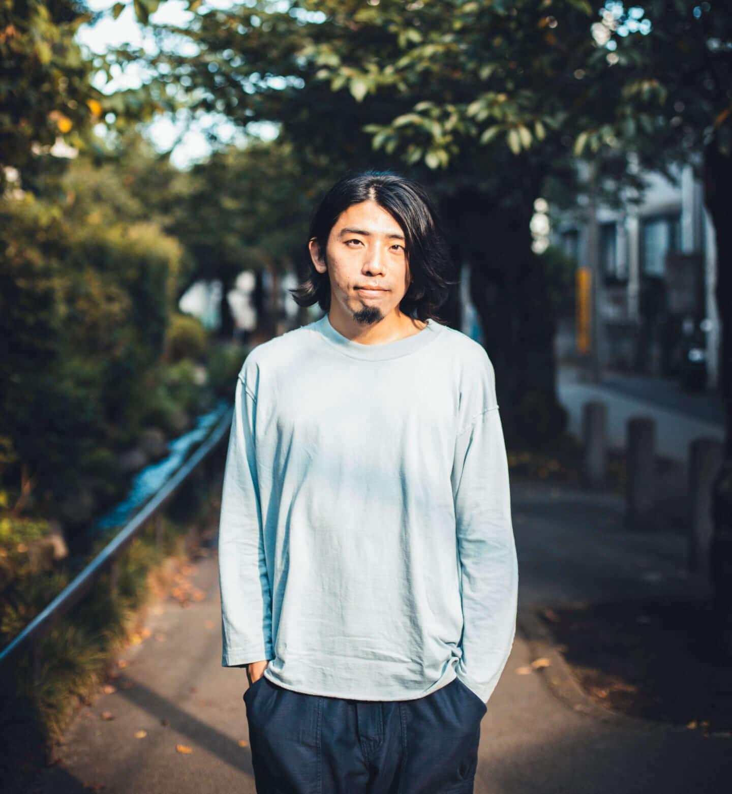 """ギターの""""鳴り""""は材質で決まる。ギタリスト・関口シンゴ(Ovall)が魅了された吉野スギのギター。 interview201006_shingo_sekiguchi_yoshino_3213-1440x1562"""
