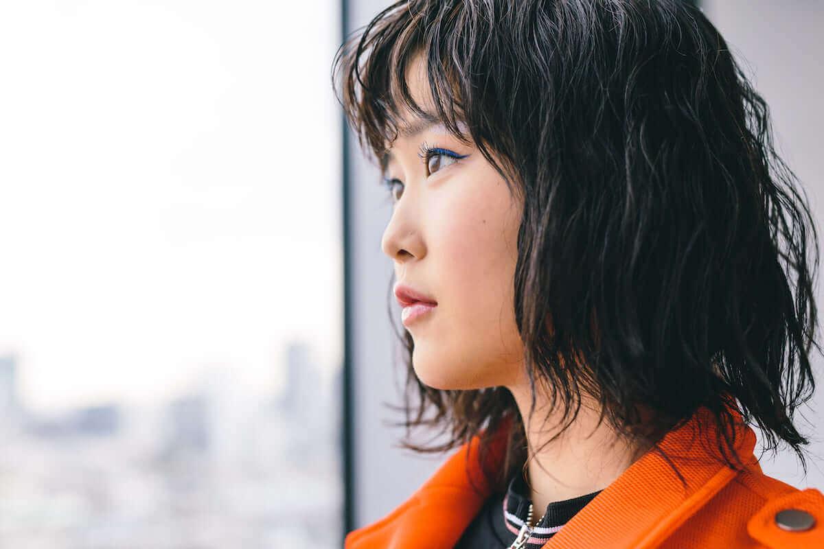 シンガーソングライター・Reiが最新作『REI』のアートワークに込めた意味とは? interview_guitarei_1811_7-1200x800