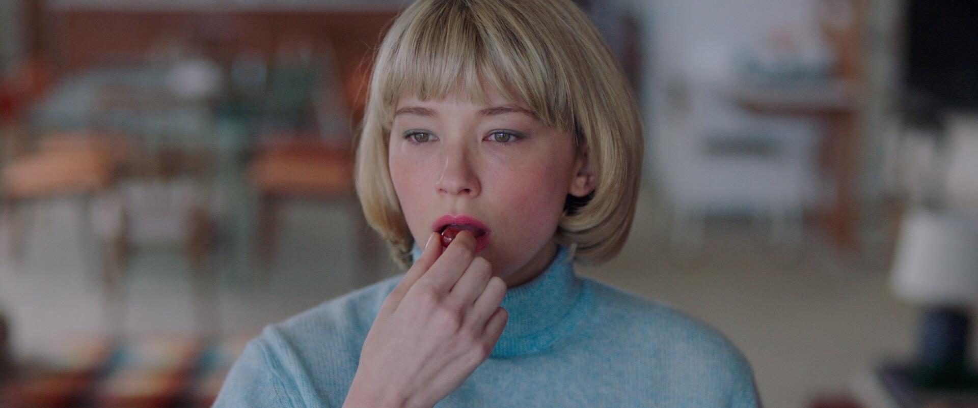 美しくも恐ろしく衝撃的なスリラー!ヘイリー・ベネット主演映画『Swallow/スワロウ』が公開決定&日本版アートワークも解禁 film201113_swallow_1